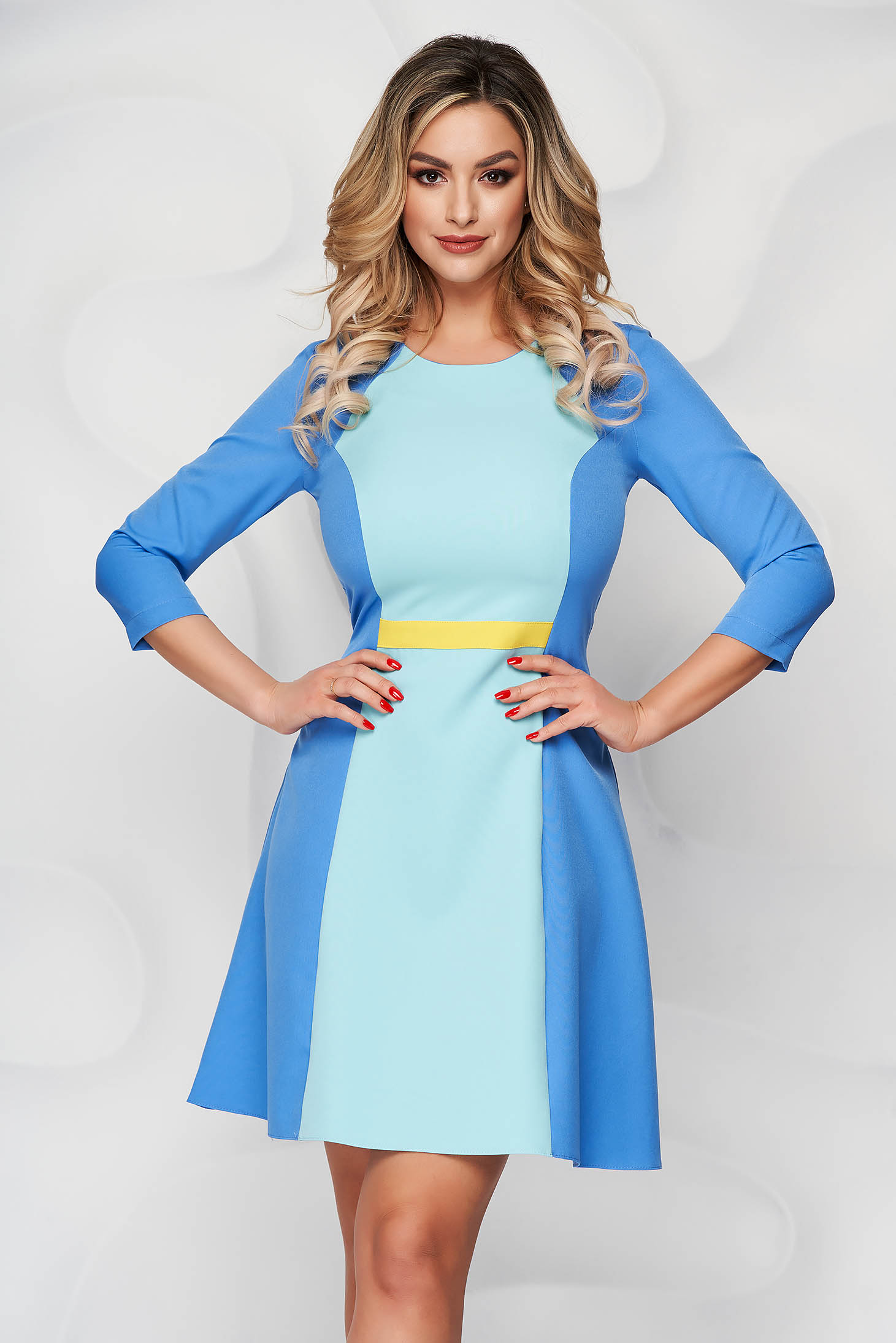 StarShinerS blue short cut cloth a-line dress with rounded cleavage