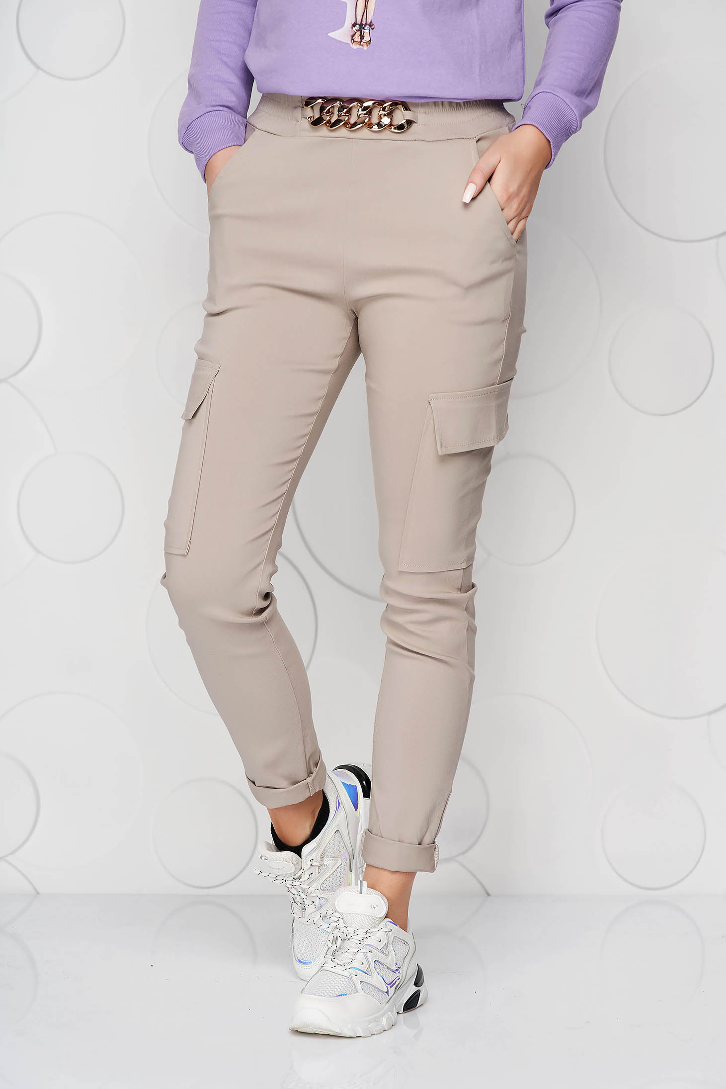 Cream trousers conical with pockets with elastic waist with metalic accessory