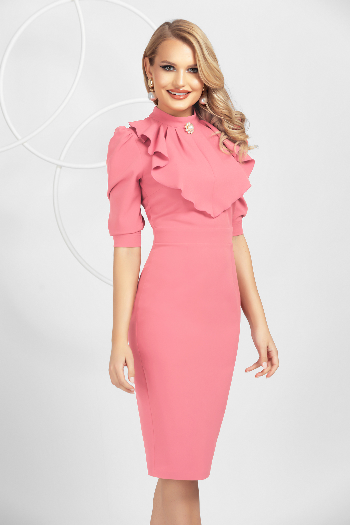 Lightpink slightly elastic fabric pencil dress with ruffle details accessorized with breastpin
