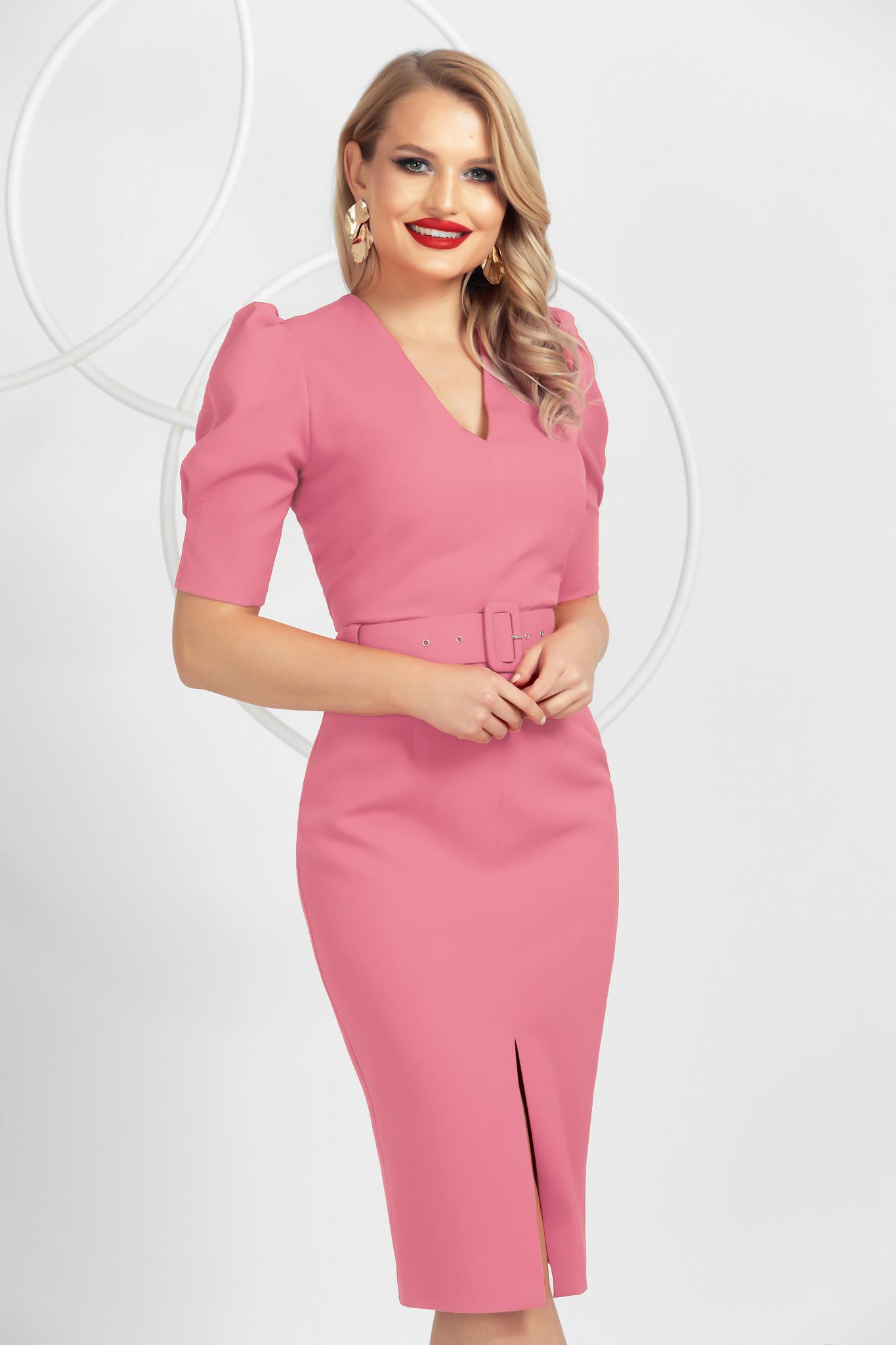 Elöl felsliccelt púder rózsaszínű midi ceruza ruha a fenti részen ráncolt ujjak