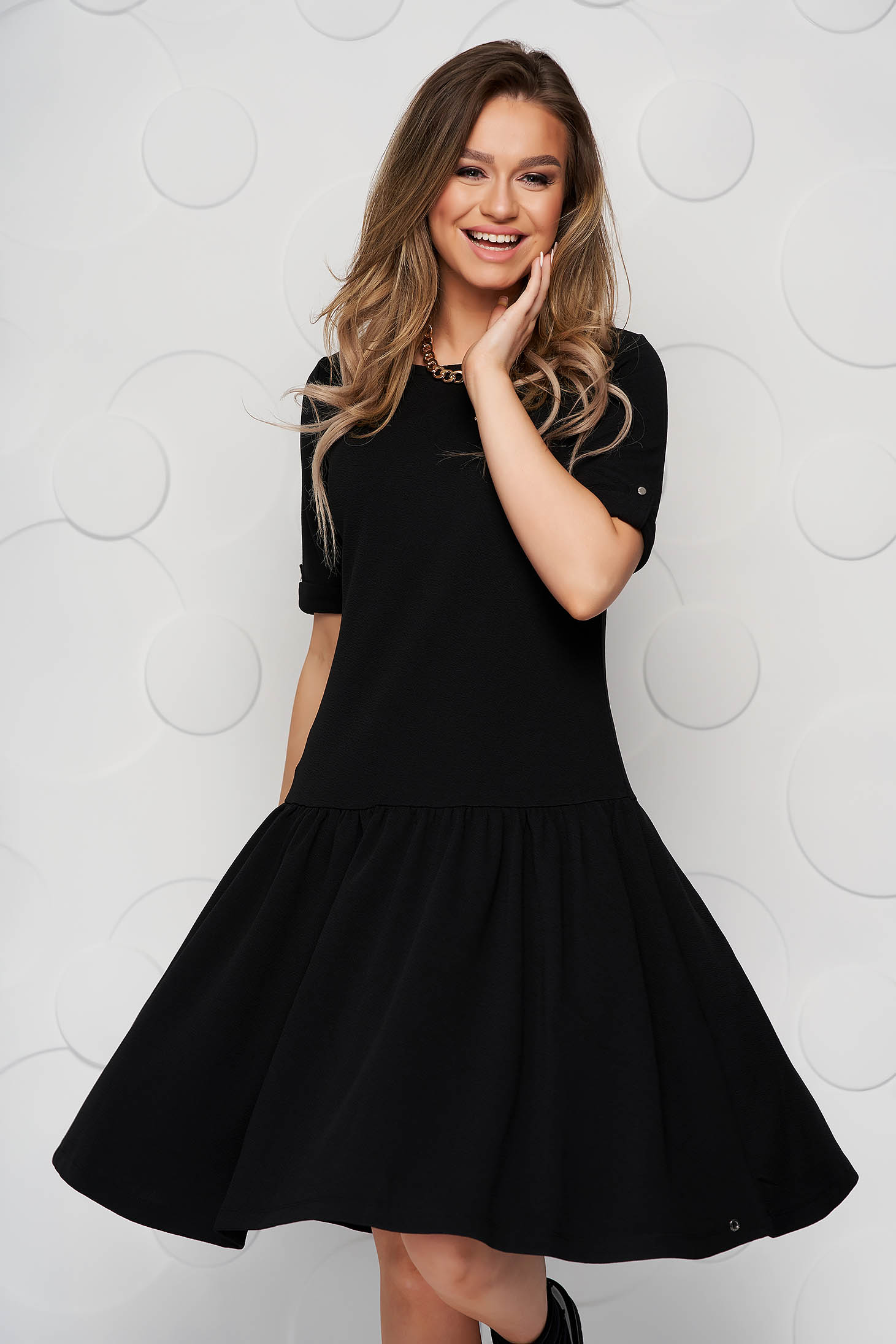 From elastic fabric loose fit with ruffle details black dress
