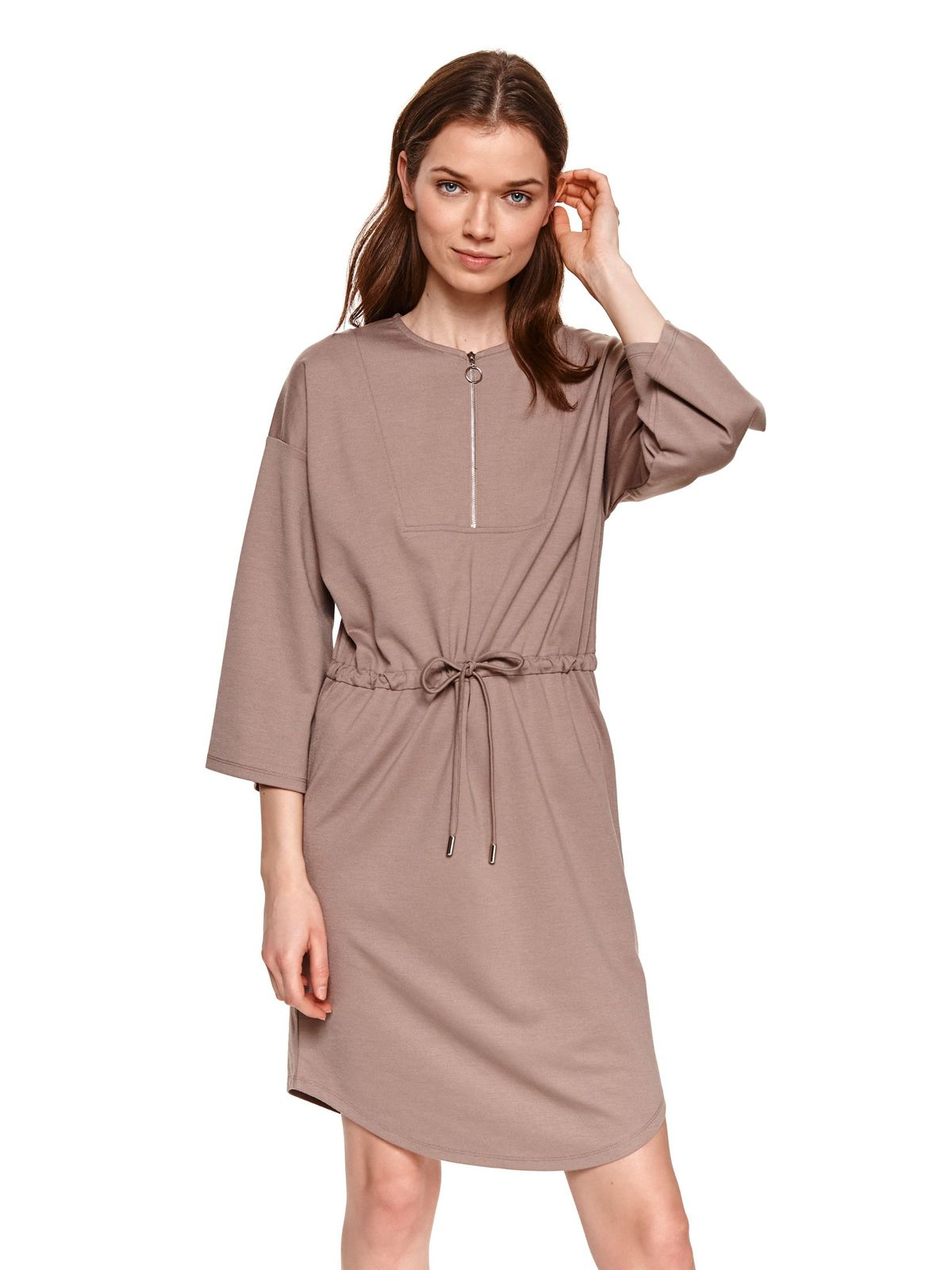 From elastic fabric zipper accessory is fastened around the waist with a ribbon peach dress
