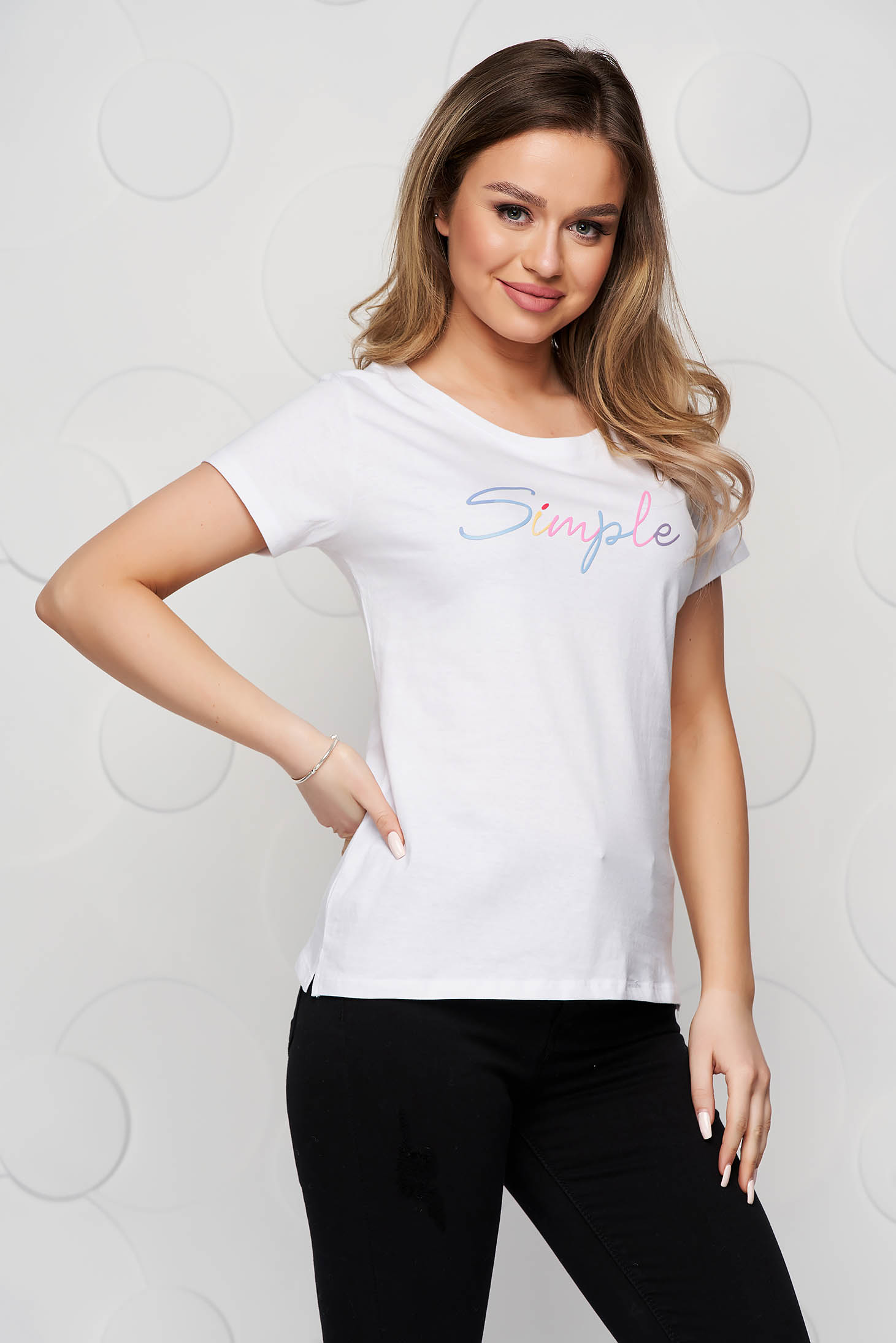 White t-shirt loose fit cotton with rounded cleavage
