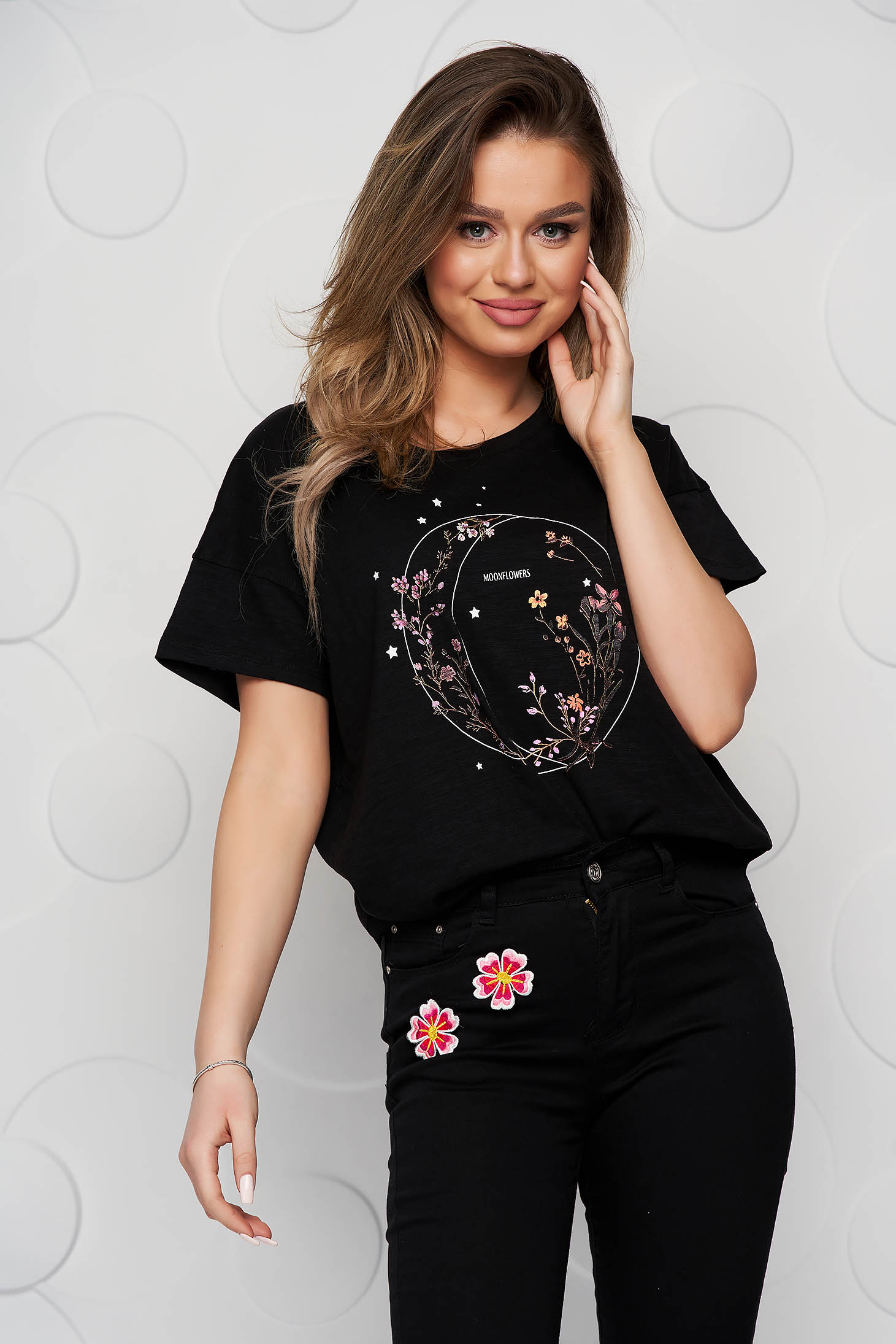 Black t-shirt cotton loose fit with rounded cleavage
