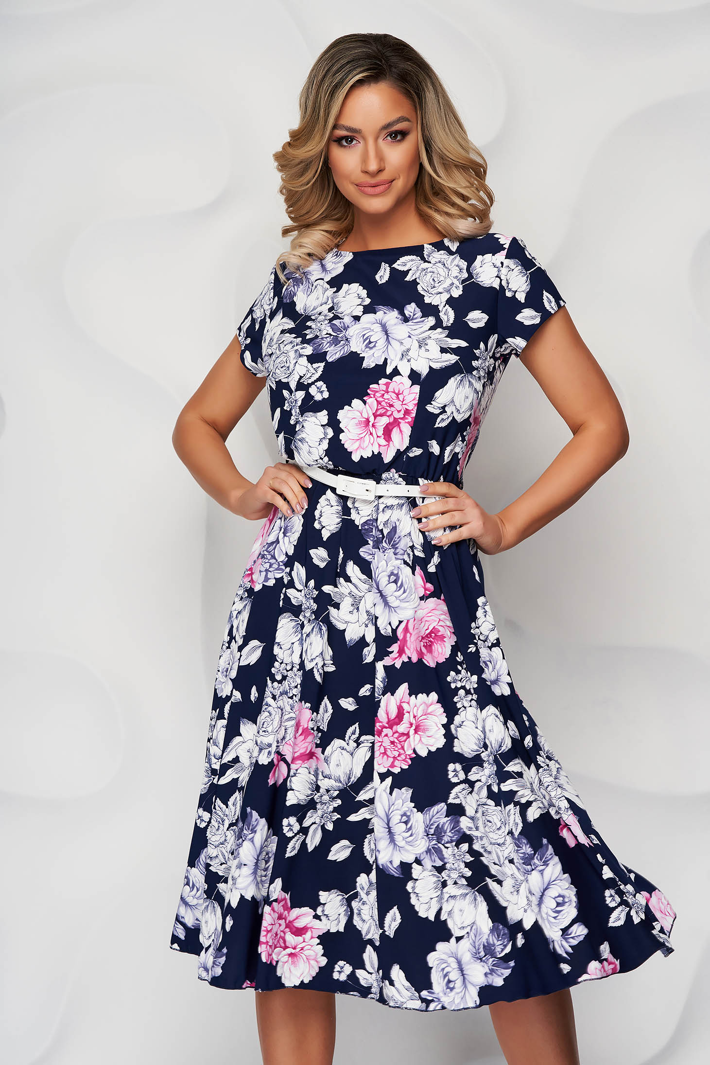 Darkblue dress with floral print cloche from elastic fabric accessorized with belt