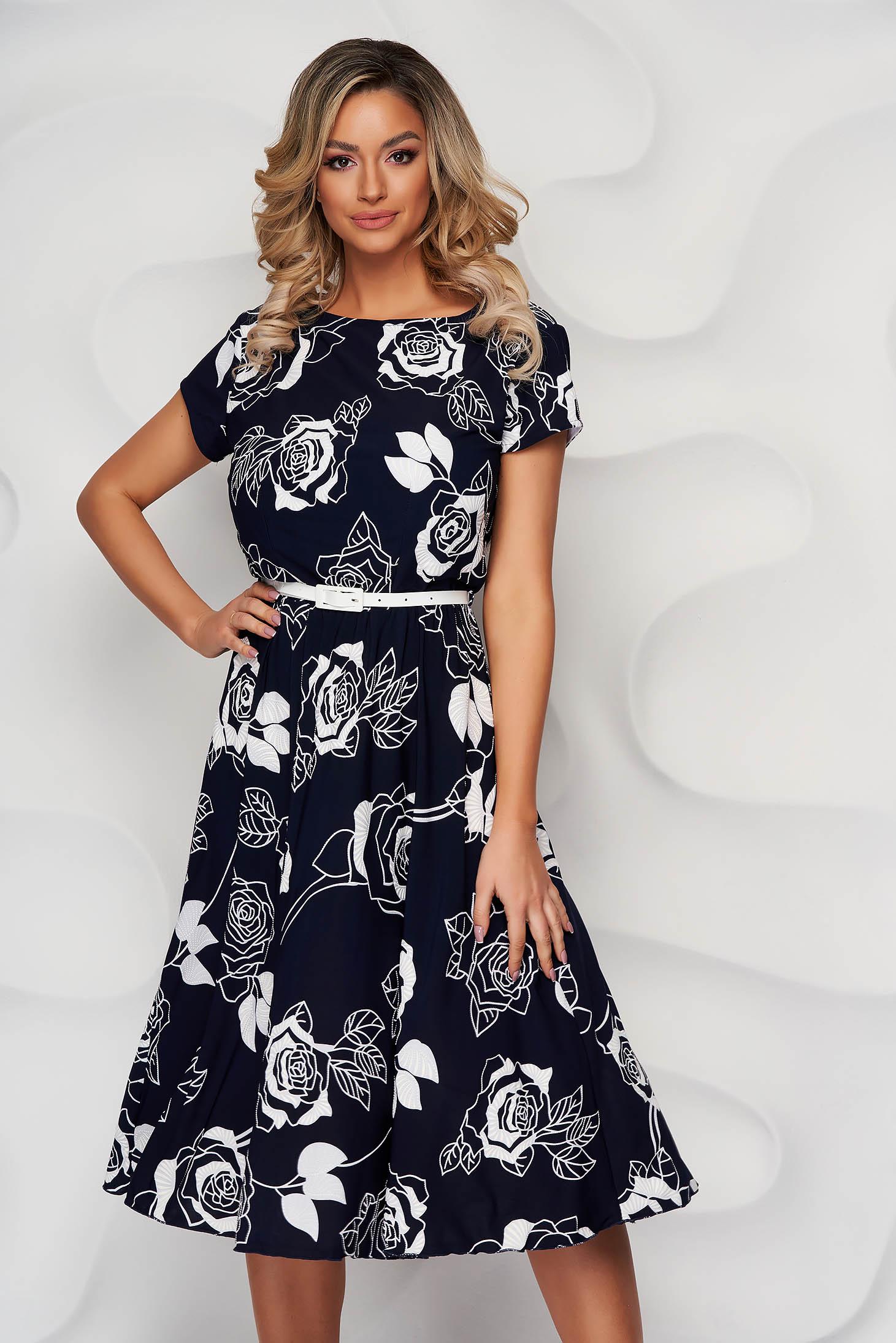 Rochie Lady Pandora neagra cu imprimeu floral din material elastic in clos cu accesoriu tip curea