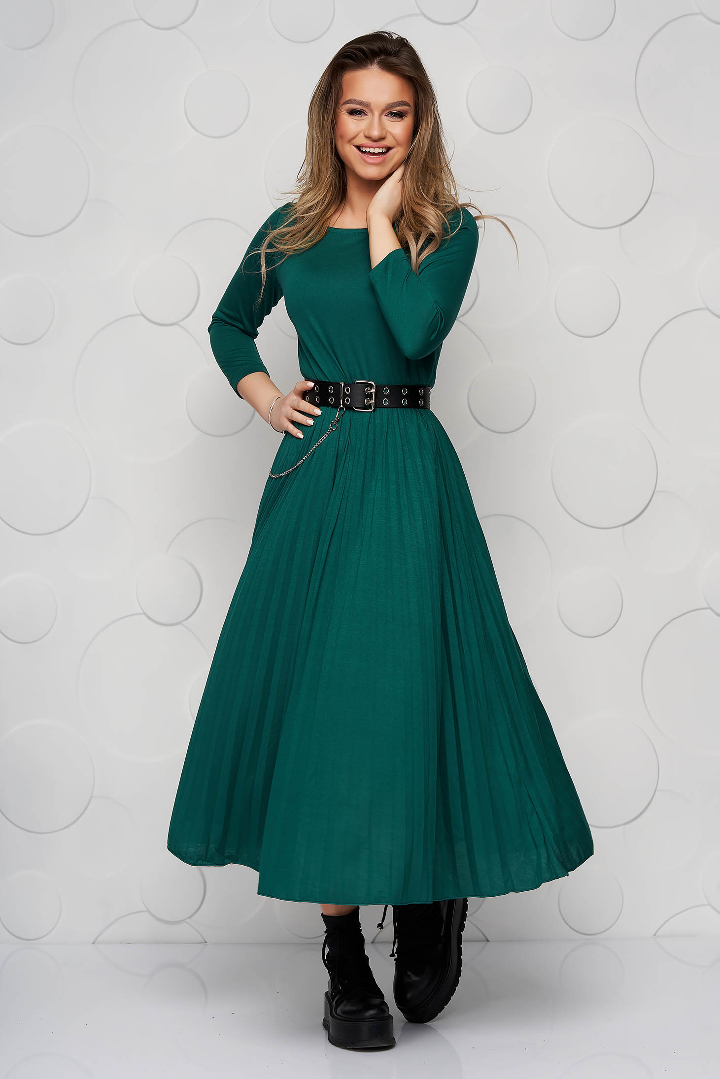 Green dress midi cloche with 3/4 sleeves folded up