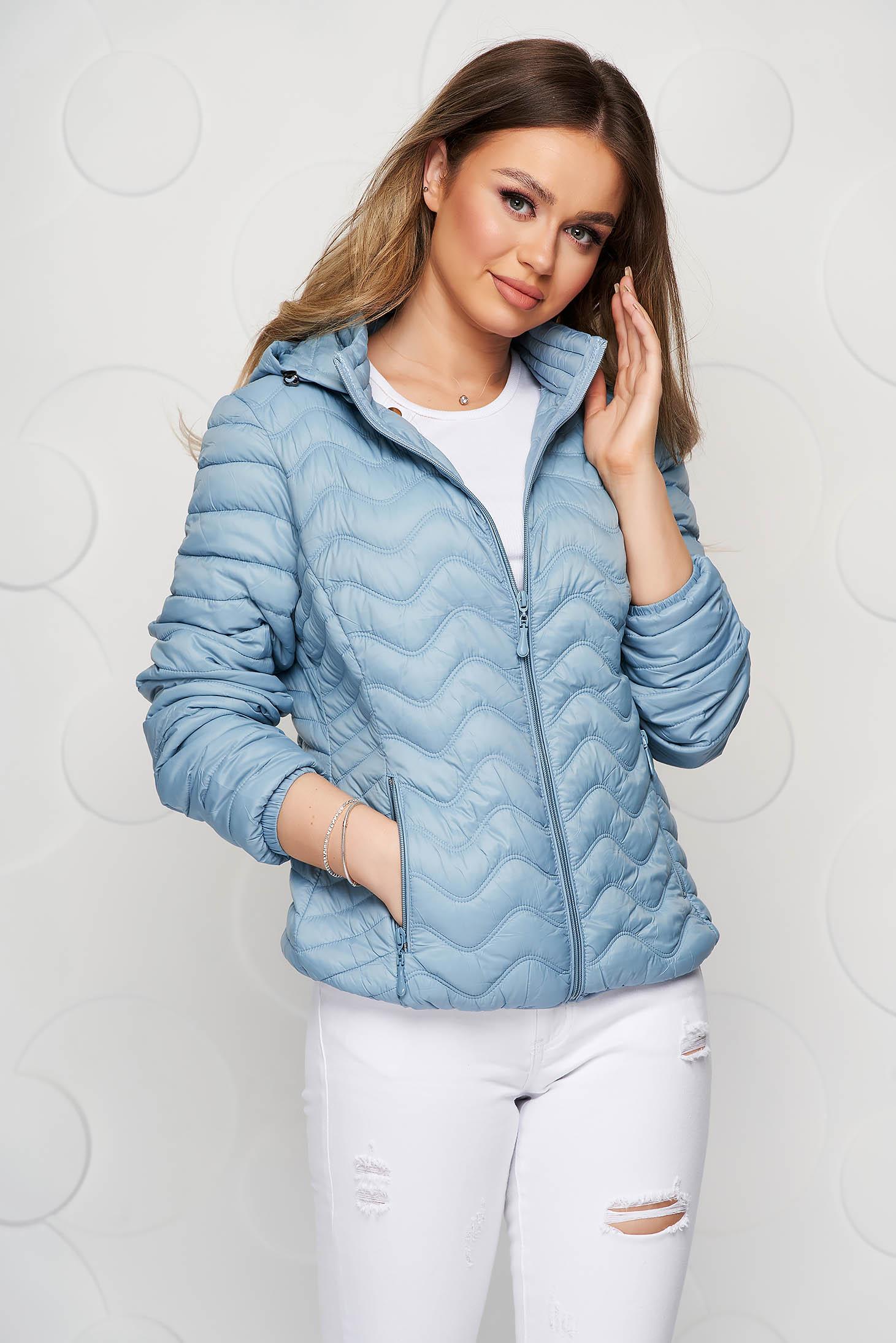 Lightblue jacket tented from slicker sporty