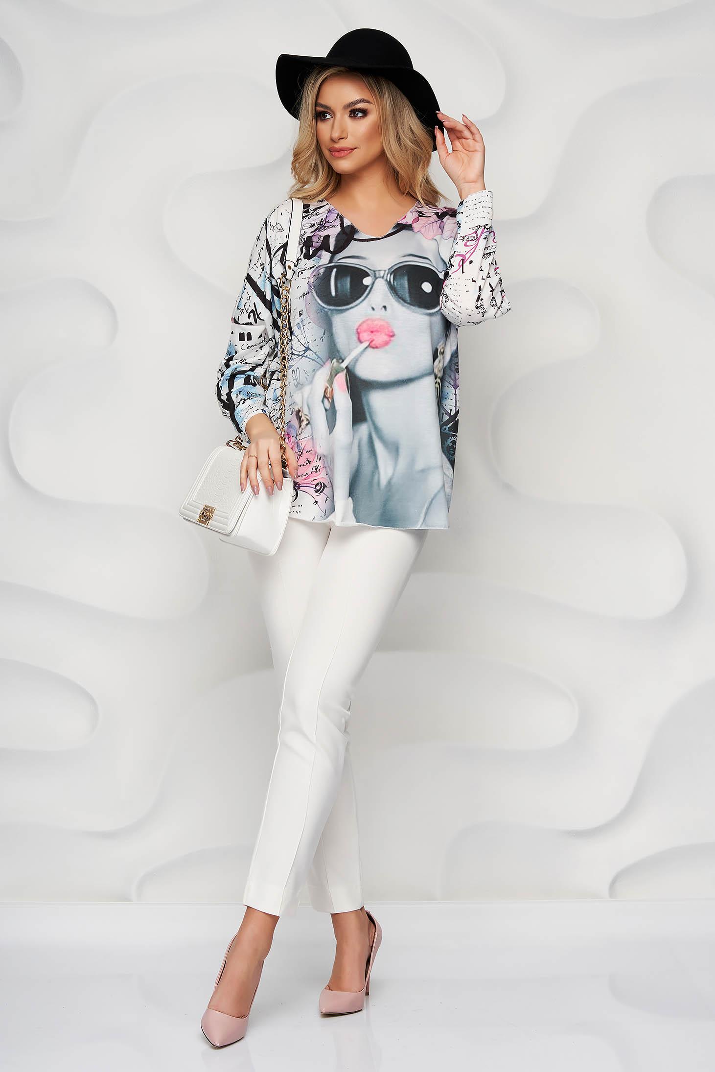 Bluza dama SunShine roz cu imprimeuri grafice din bumbac elastic cu decolteu in v cu croi larg