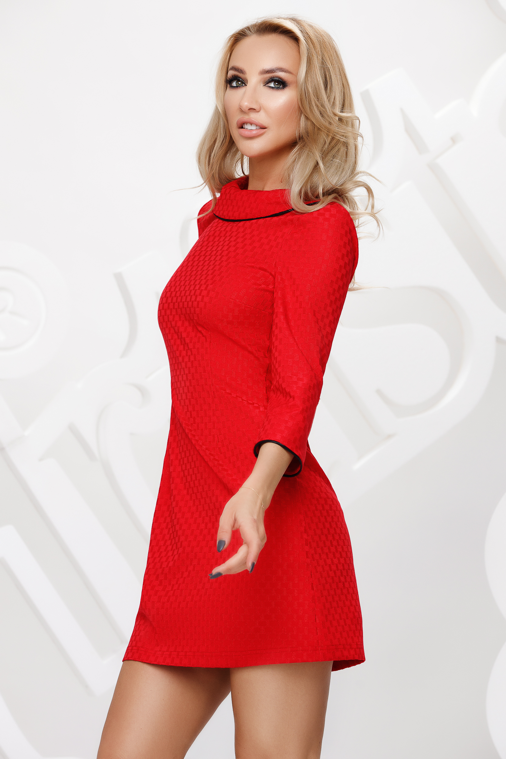 Slightly elastic fabric red straight dress double collar with pockets