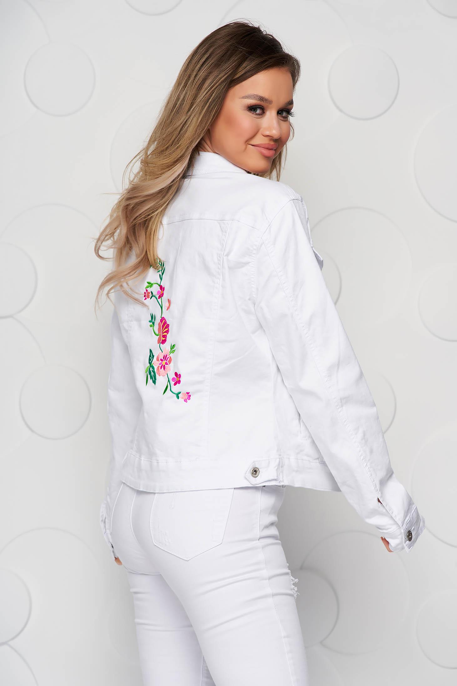 Fehér hímzett szűkített rövid dzseki farmerből