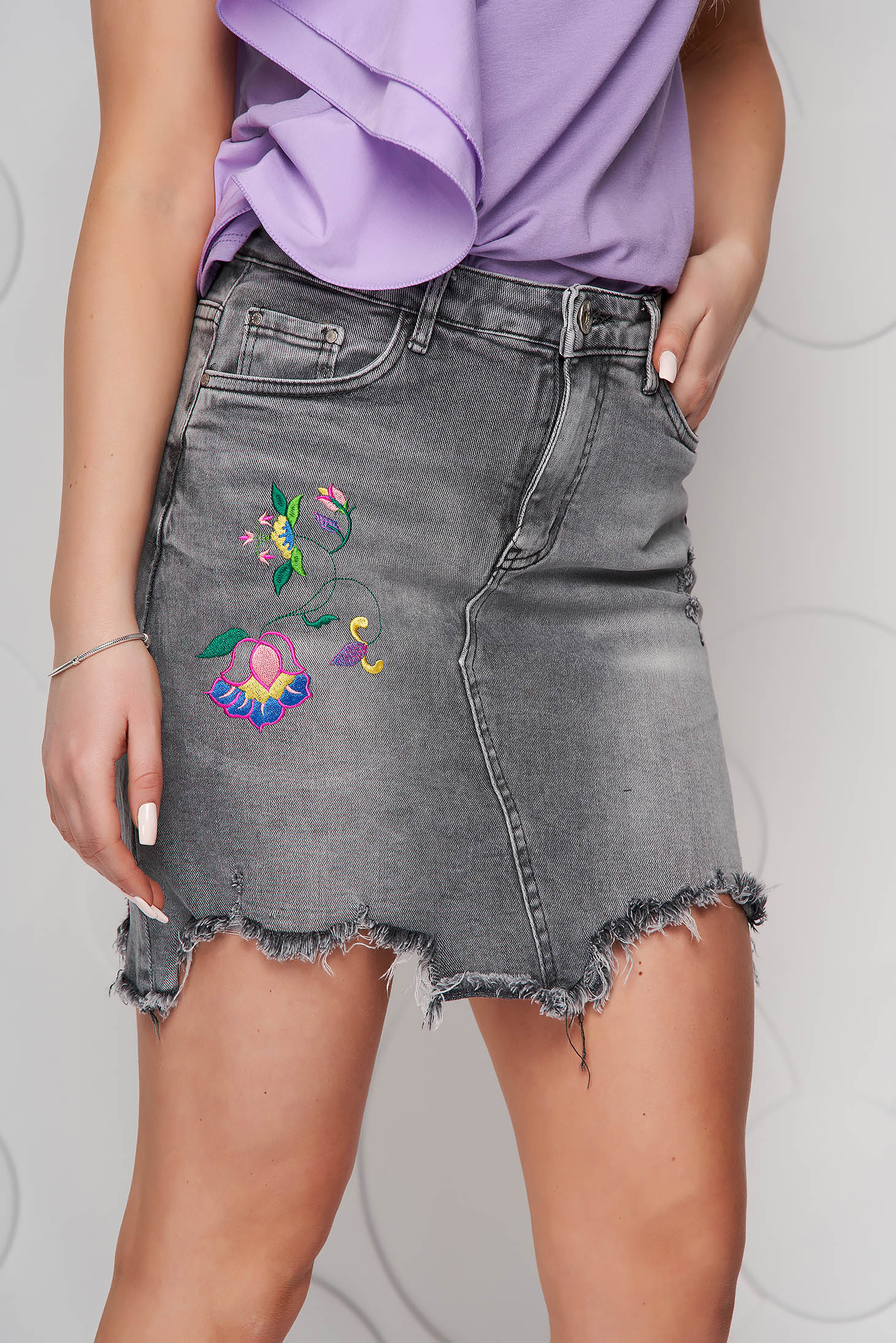 Grey skirt denim pencil with fringes at the bottom