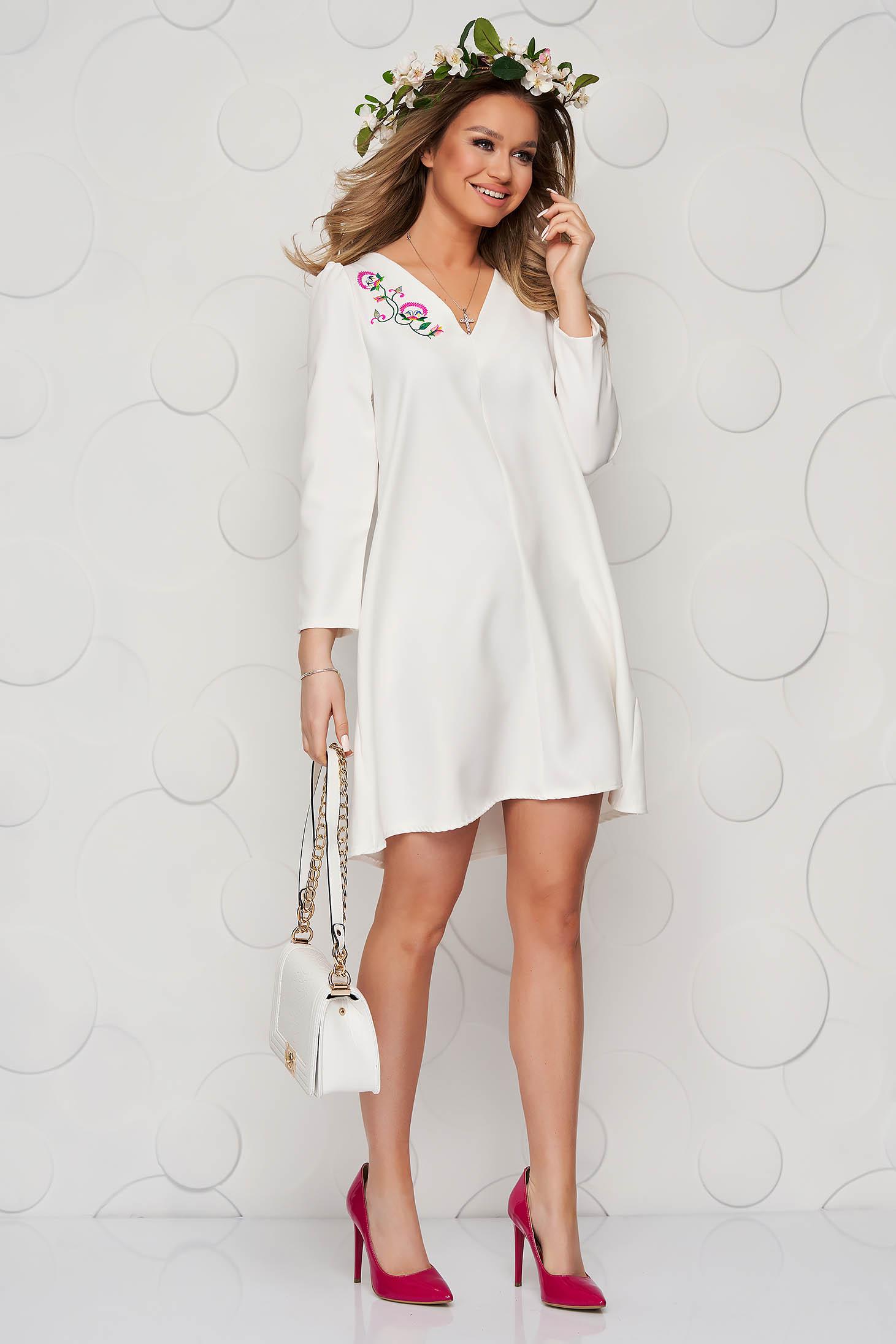 Fehér A-vonalú ruha enyhén rugalmas anyagból virágos hímzéssel