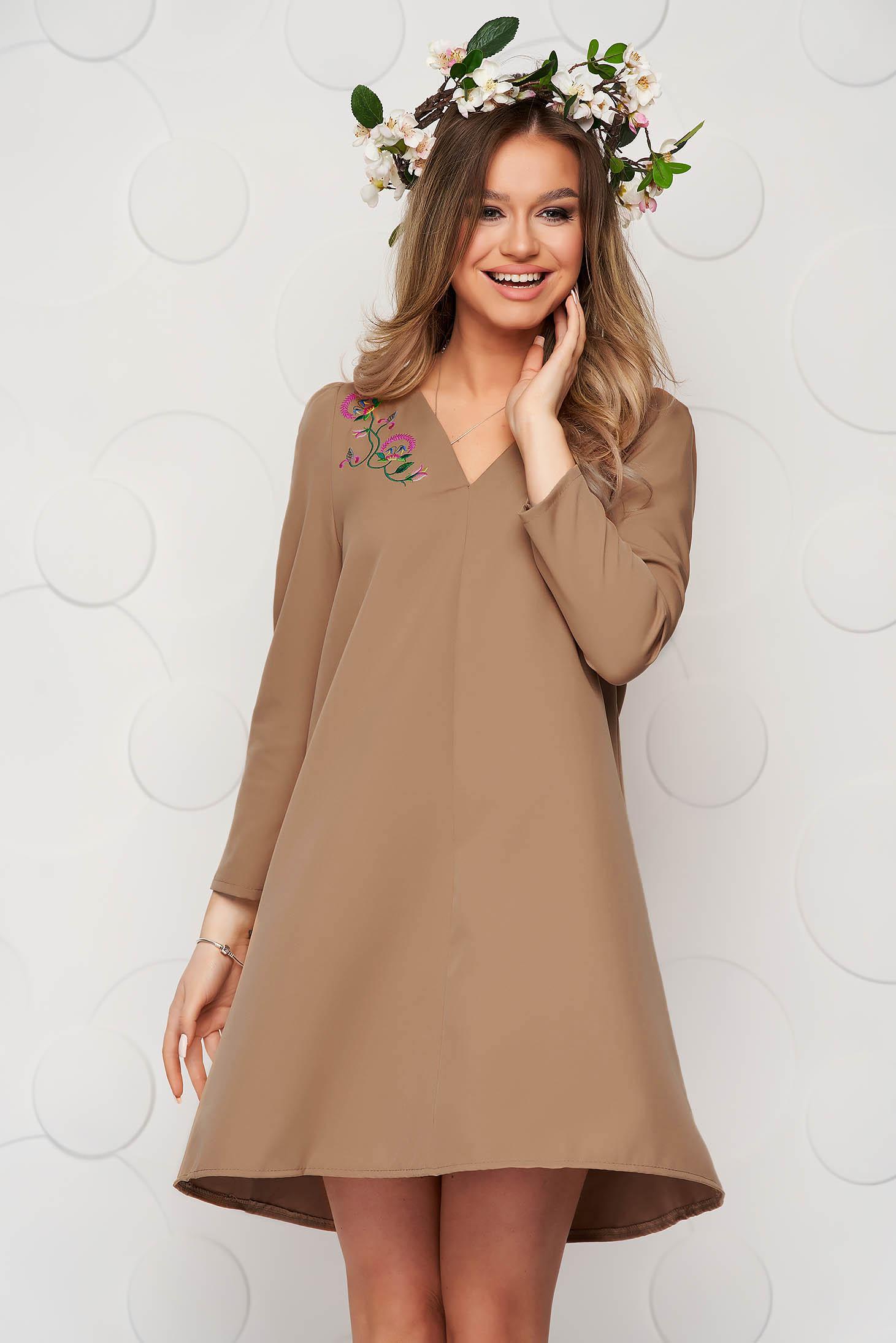 Barna A-vonalú ruha enyhén rugalmas anyagból virágos hímzéssel