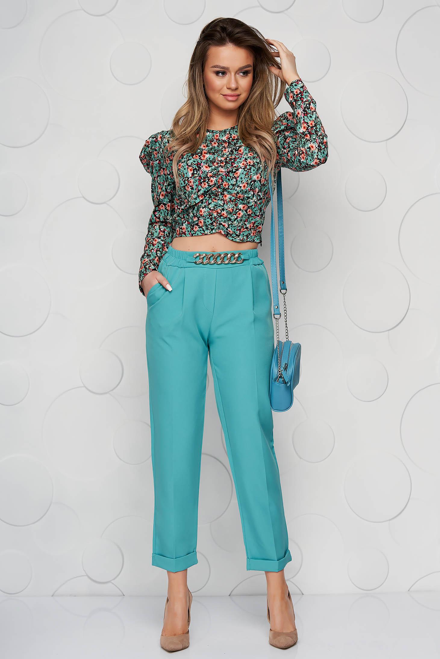 Pantaloni SunShine turcoaz din material neelastic cu croi larg accesorizat cu lant metalic