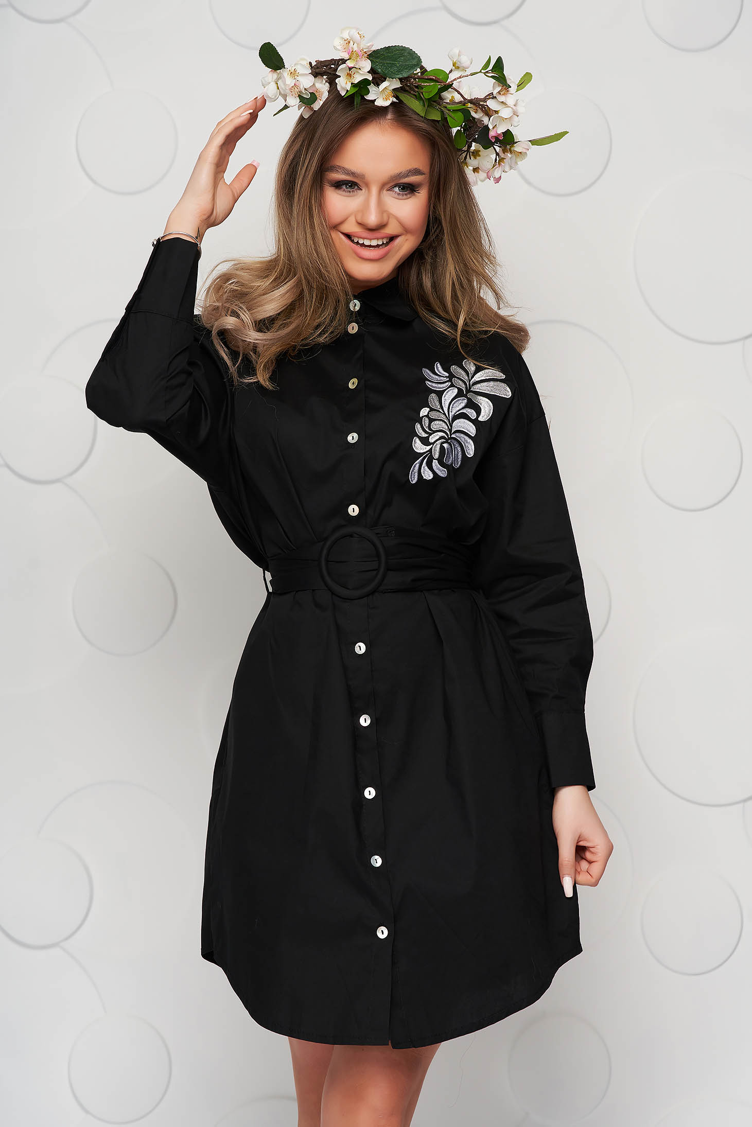 Black dress poplin, thin cotton accessorized with belt embroidered