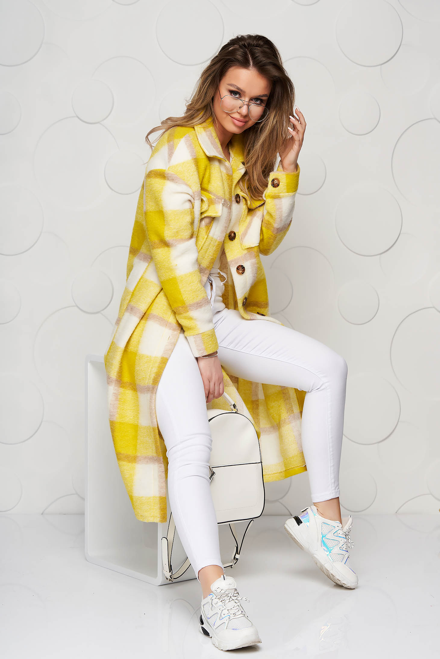 Yellow trenchcoat with chequers loose fit from fluffy fabric