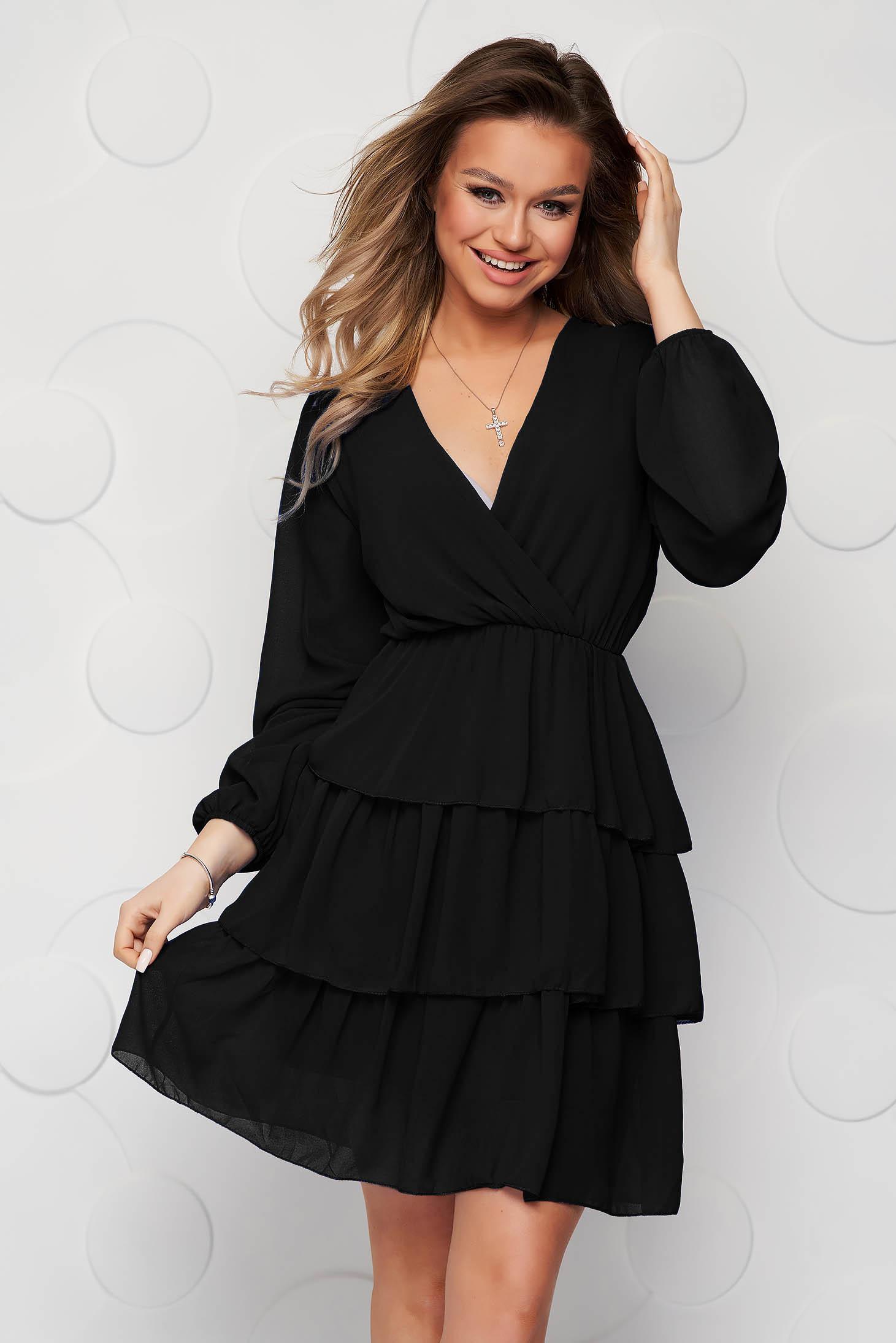 Fekete fodros ruha muszlinból harang alakú gumirozott derékrésszel