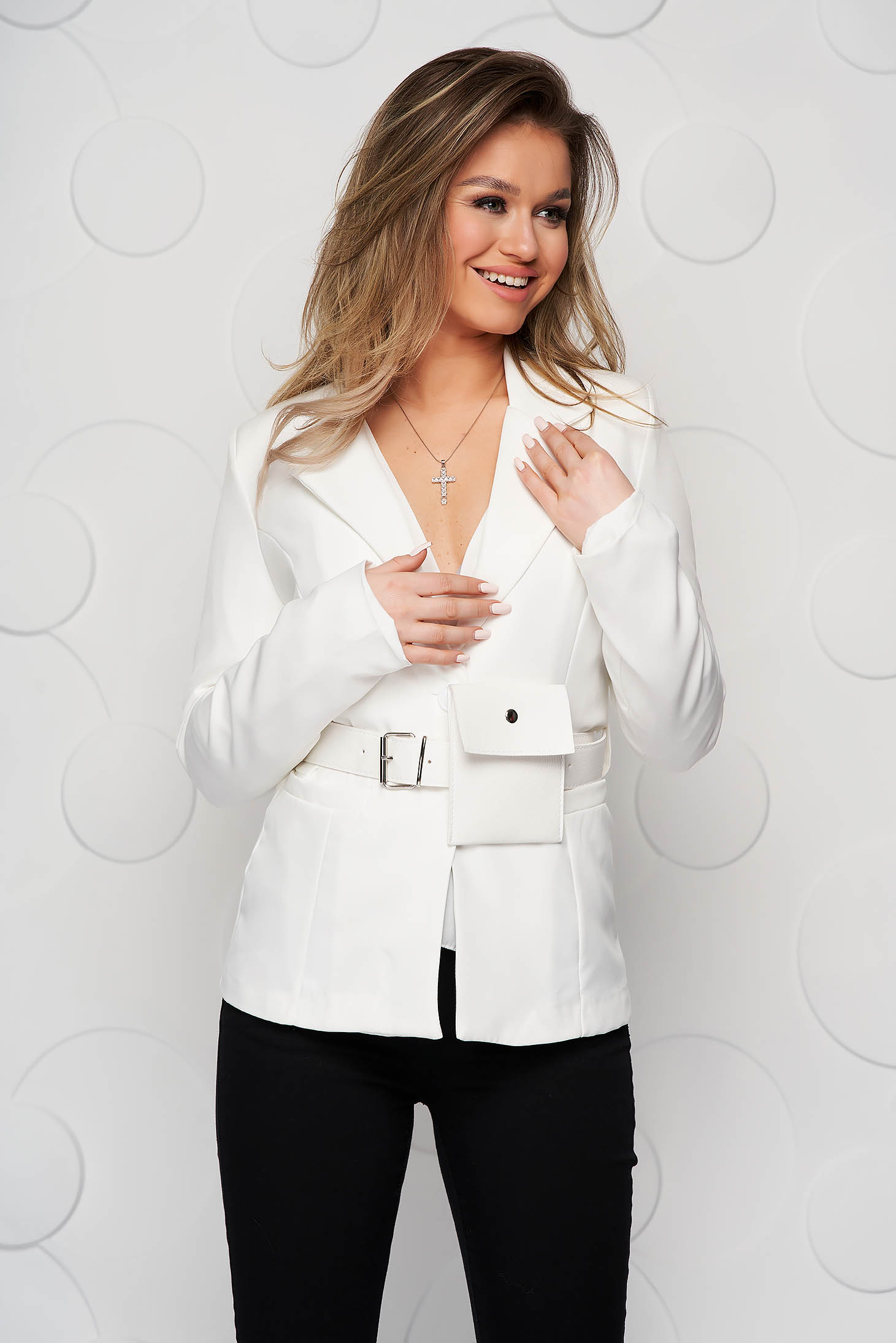 White jacket tented accessorized with belt purse