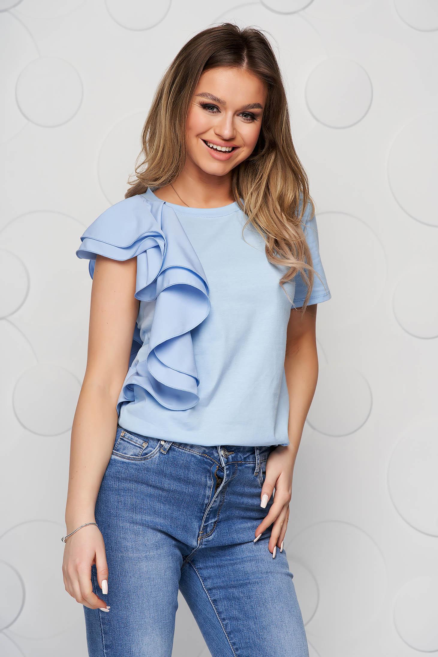 Bluza dama SunShine albastru-deschis cu croi larg scurta cu volanase din voal