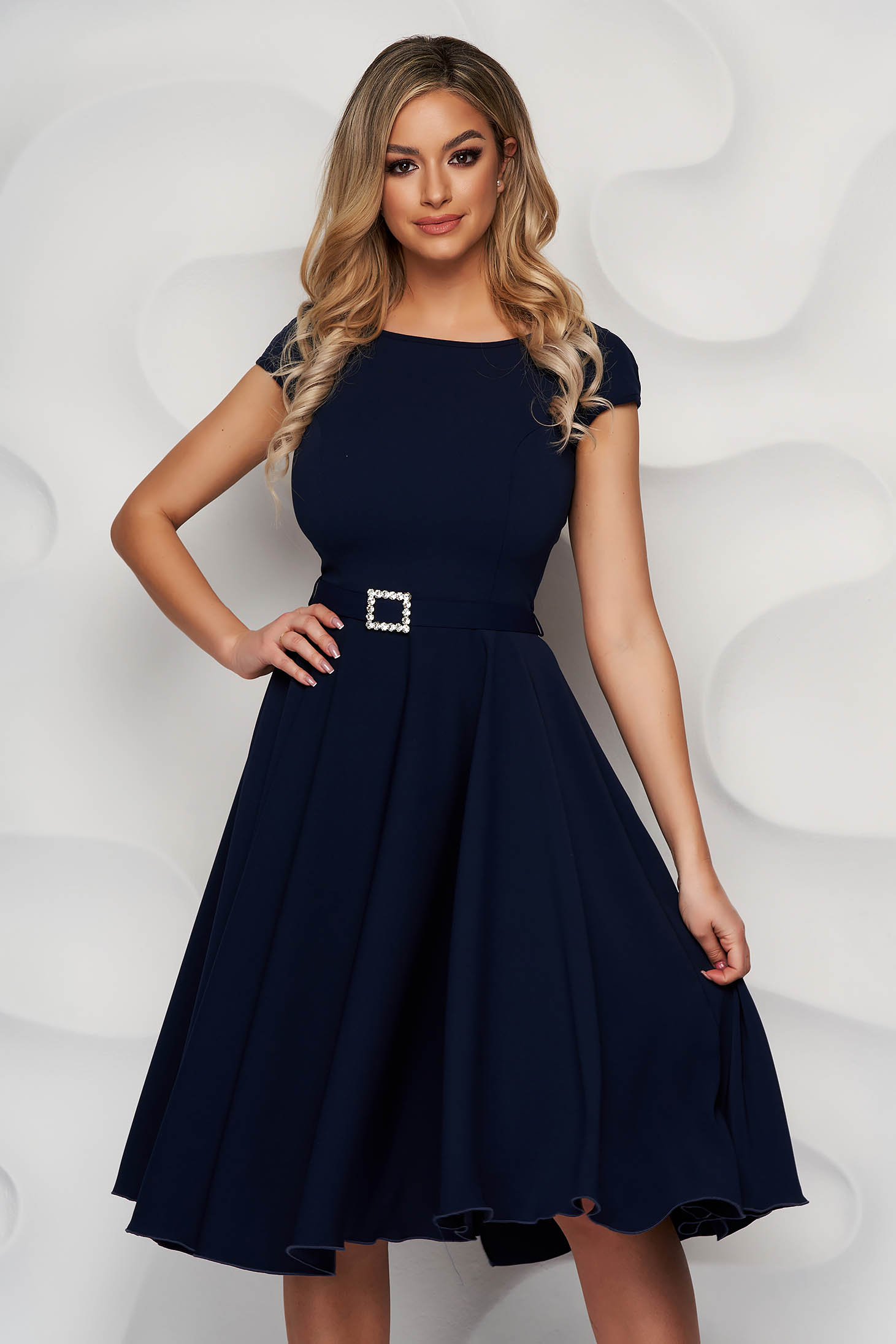 Rochie StarShinerS albastru-inchis eleganta midi din stofa accesorizata cu o centura