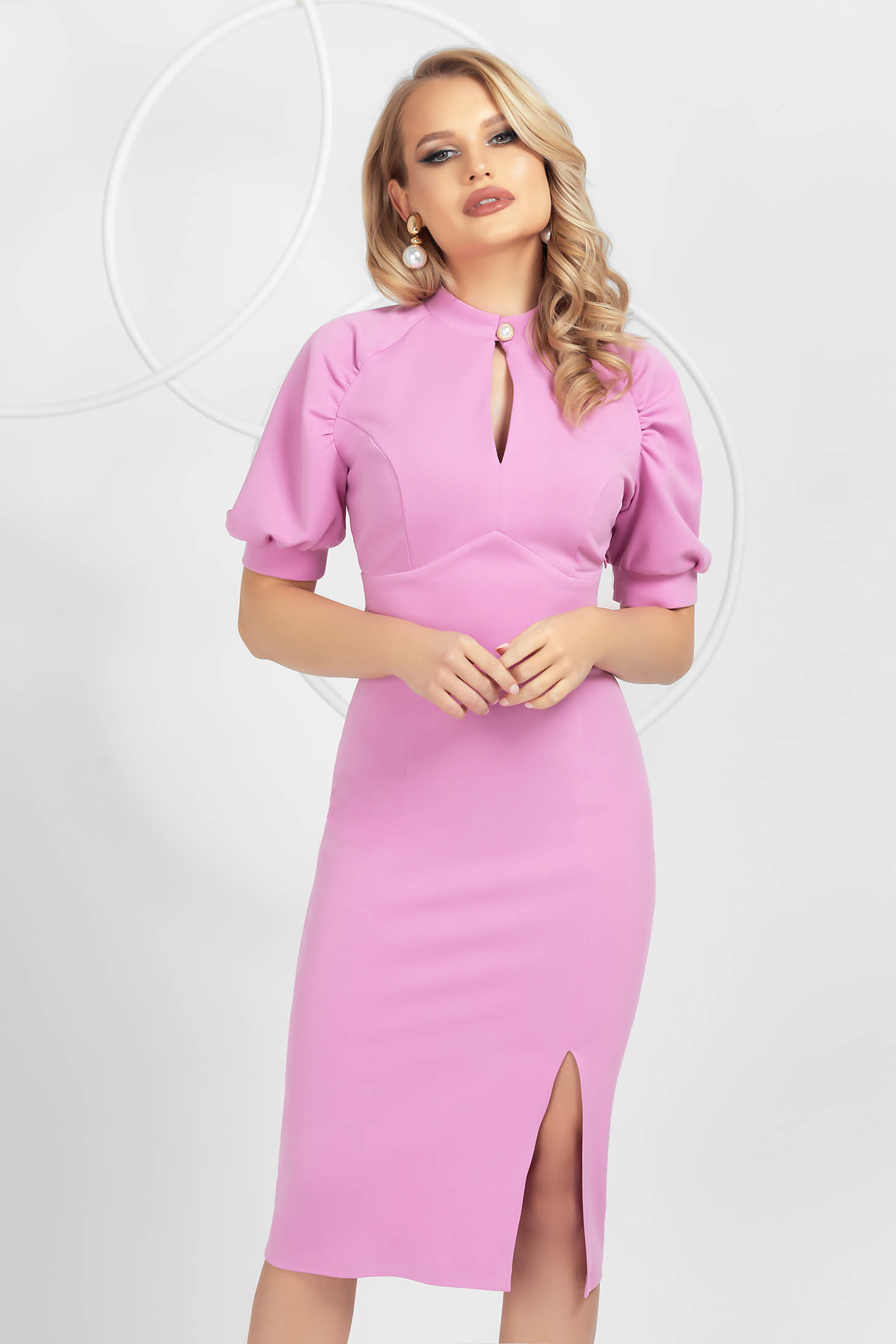 Lightpink dress pencil from elastic fabric with puffed sleeves frontal slit