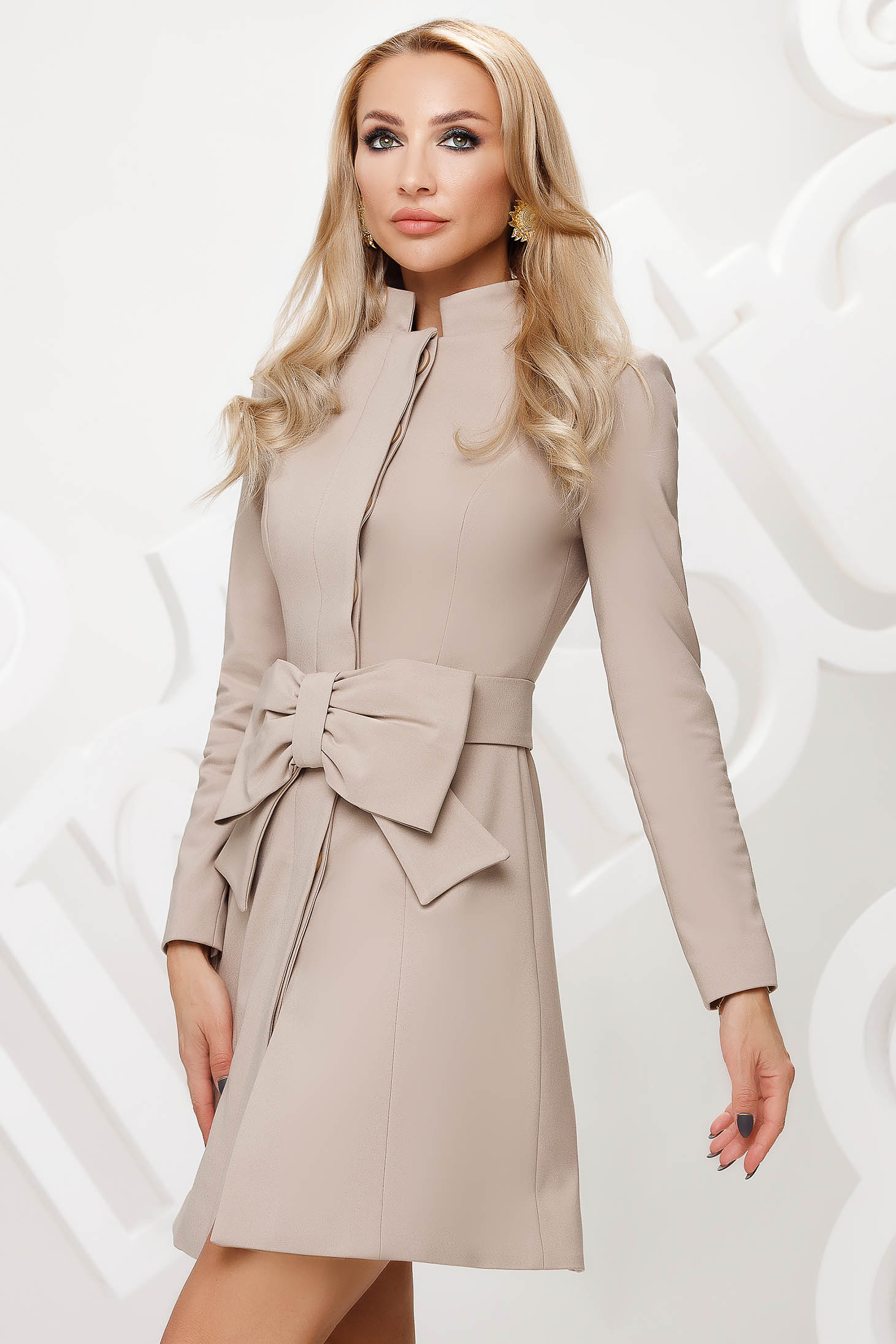 Cream overcoat with bow accessories cotton