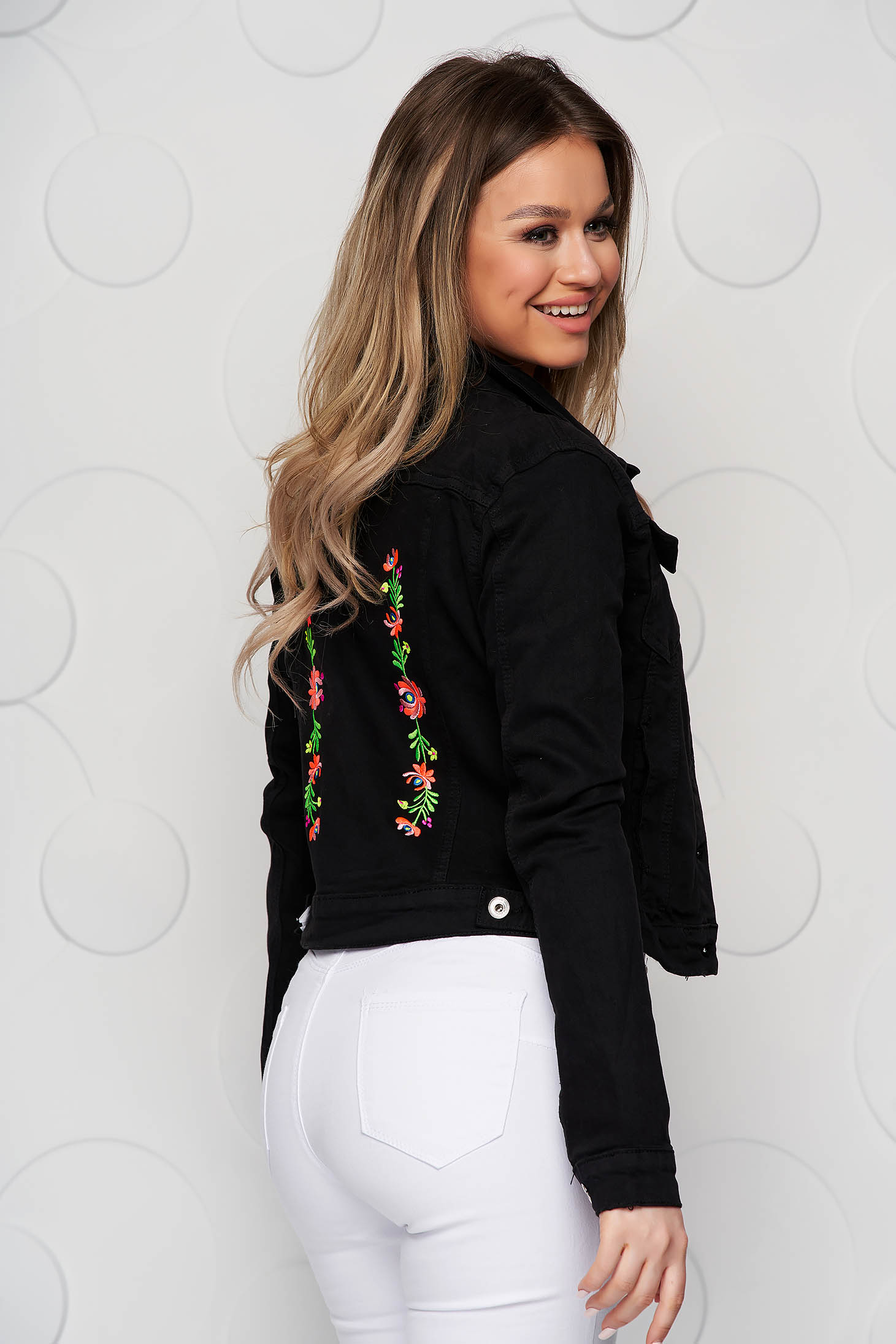 Short cut white embroidered jeans jacket