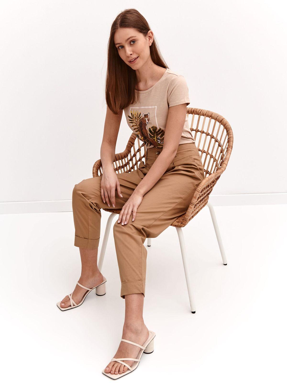 Krémszínű rugalmas pamut póló bő szabású grafikai díszítéssel