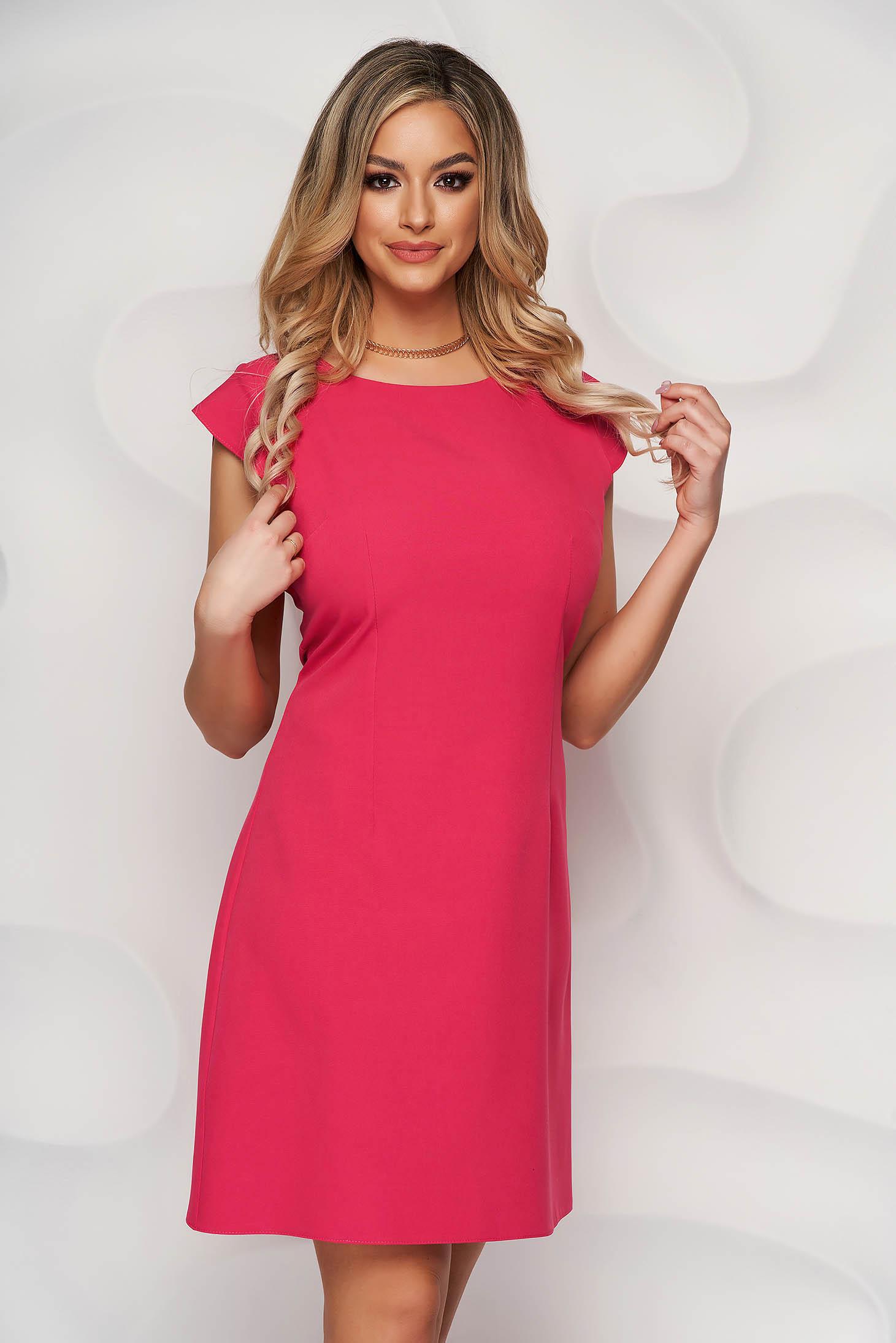Rochie Lady Pandora roz cu croi in a din material usor elastic cu decolteu rotunjit
