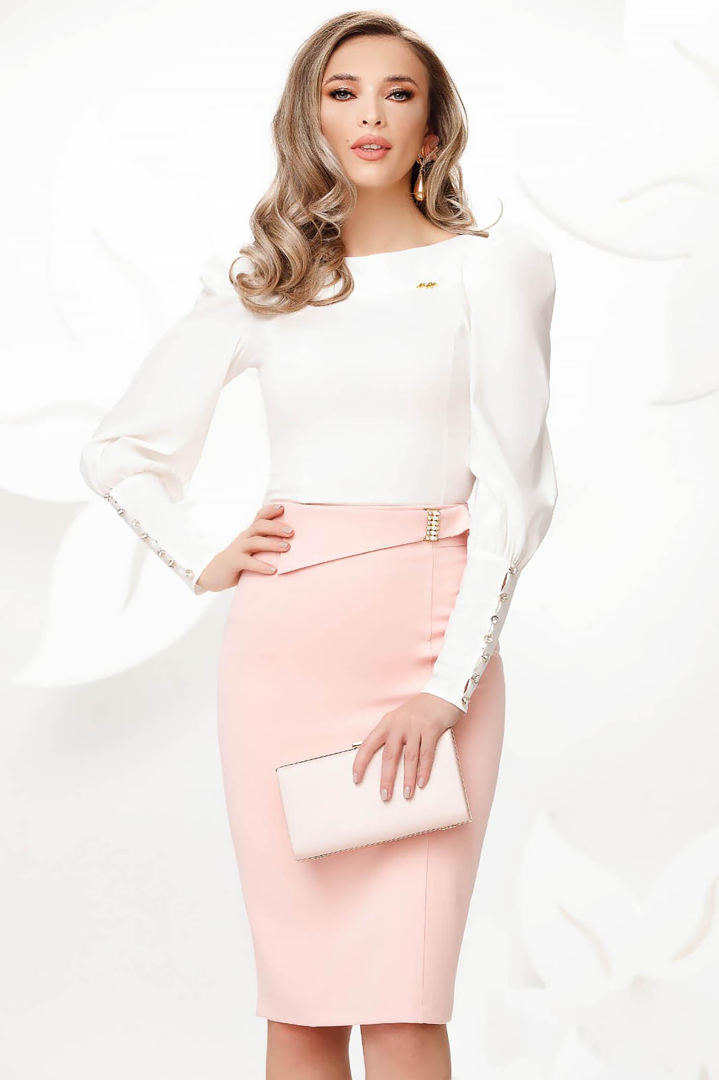Fusta Fofy roz deschis eleganta din bumbac usor elastic tip creion accesorizata cu catarama cu perle
