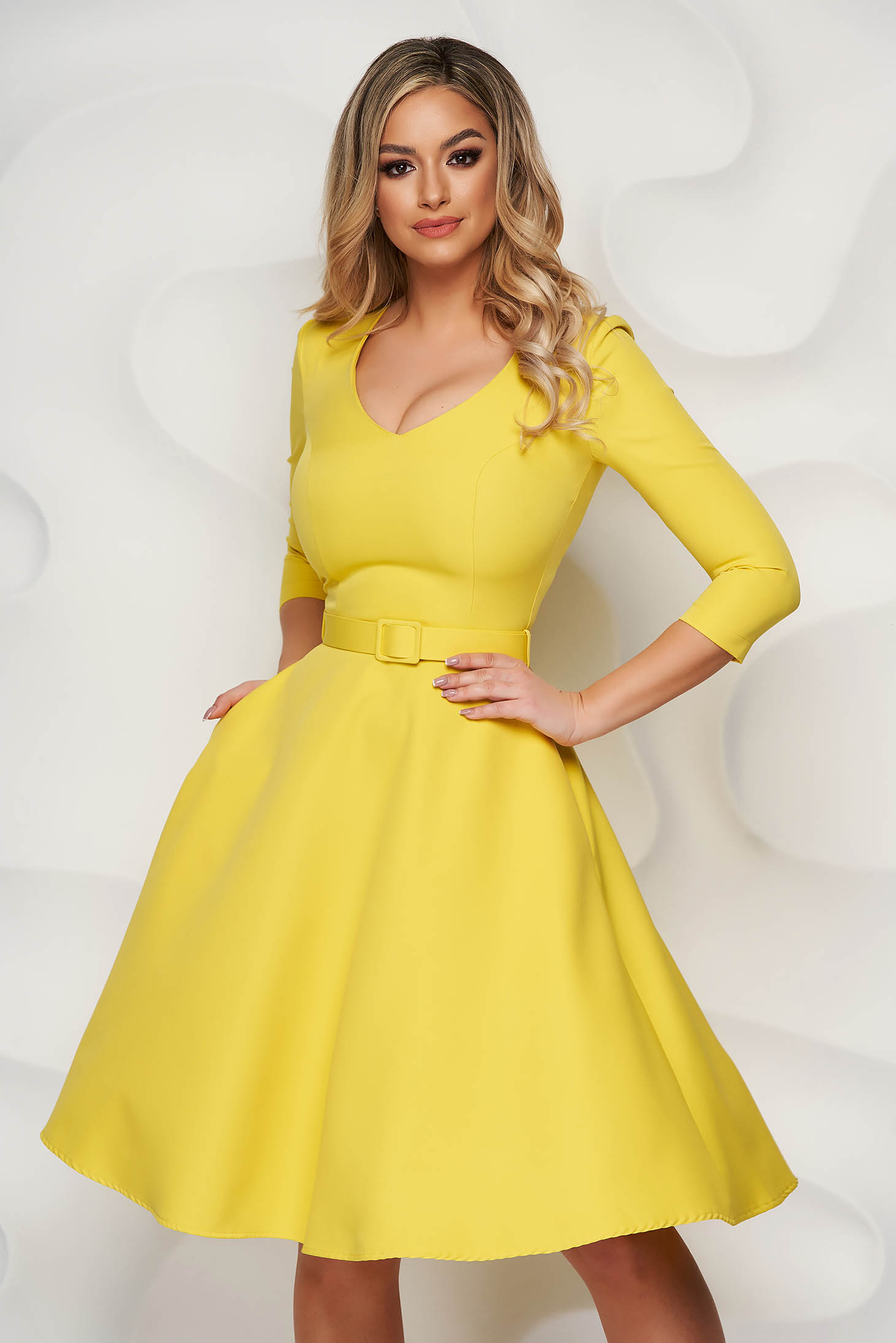 Sárga StarShinerS irodai ruha enyhén rugalmas anyagból harang típusú öv kiegészítővel