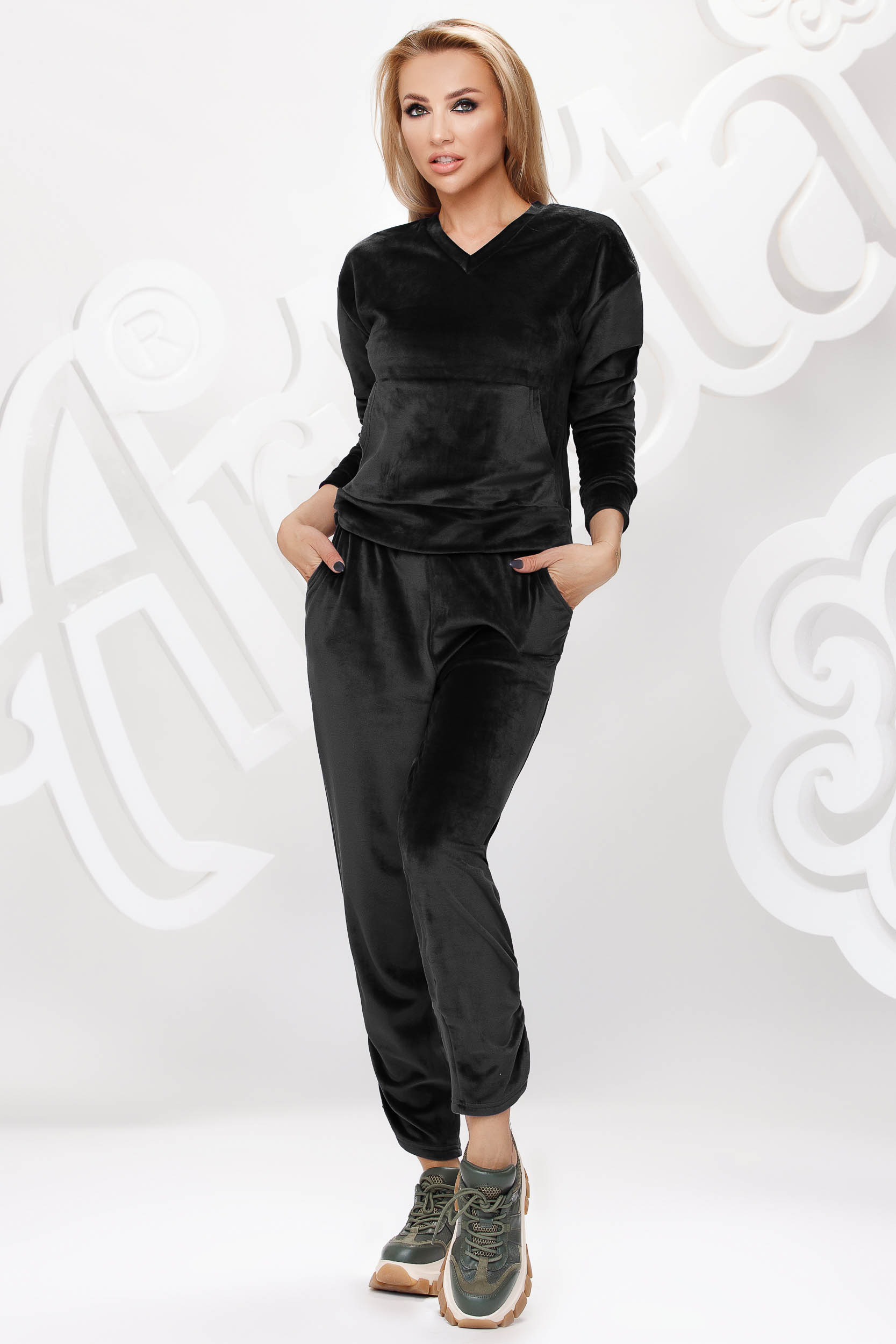 Black sport 2 pieces velvet loose fit with front pockets
