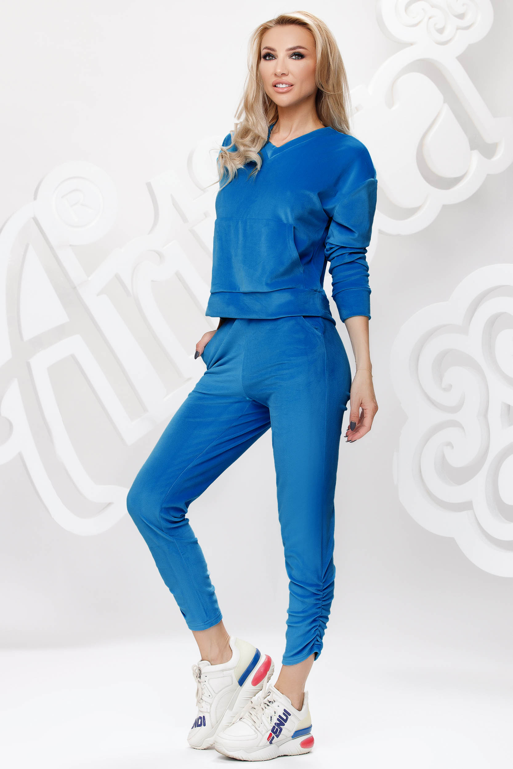 Blue sport 2 pieces velvet loose fit with front pockets
