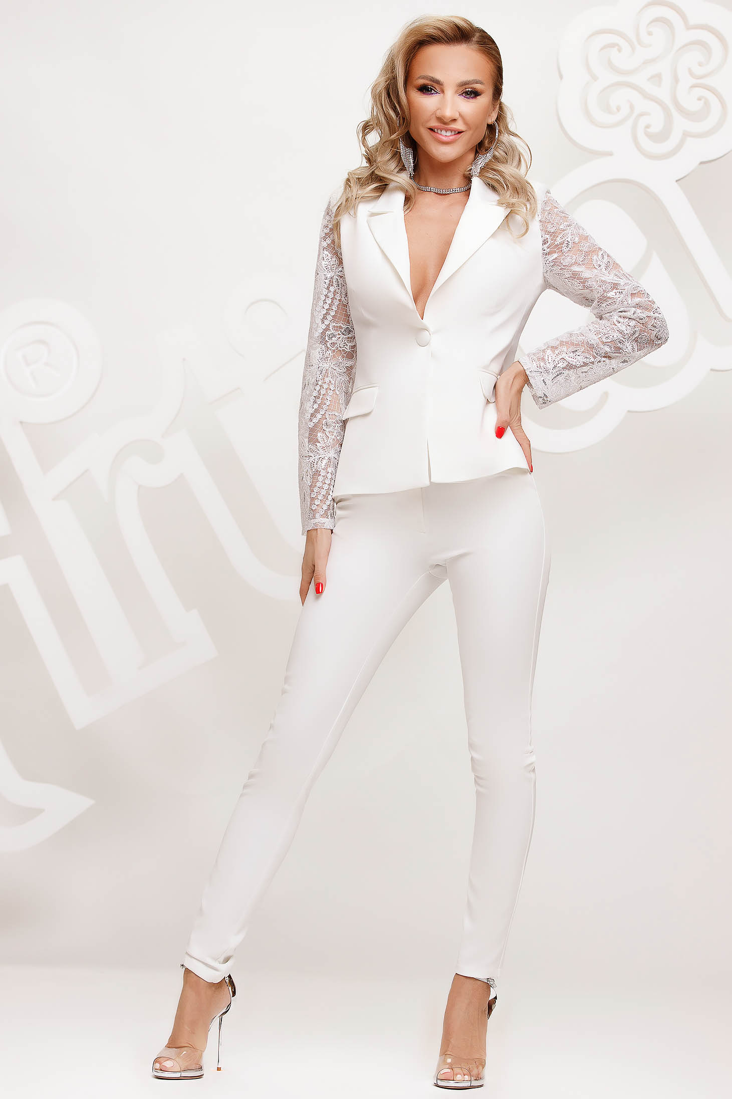 White lady set with laced sleeves elegant arched cut