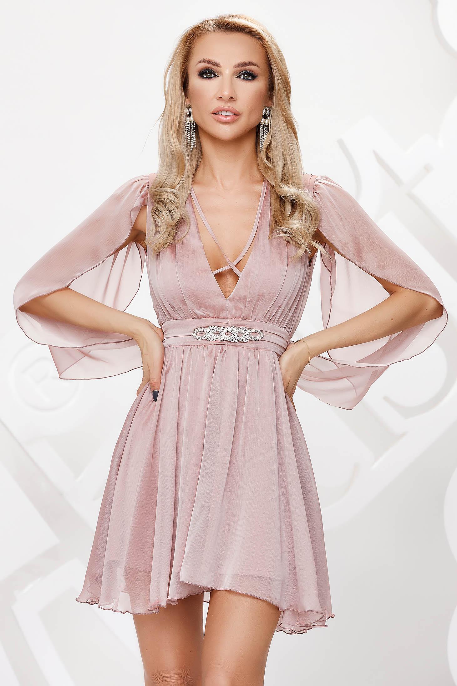 Púder rózsaszínű alkalmi harang ruha muszlinból, lenge áttetsző anyagból strasszos kiegészítővel ellátottva