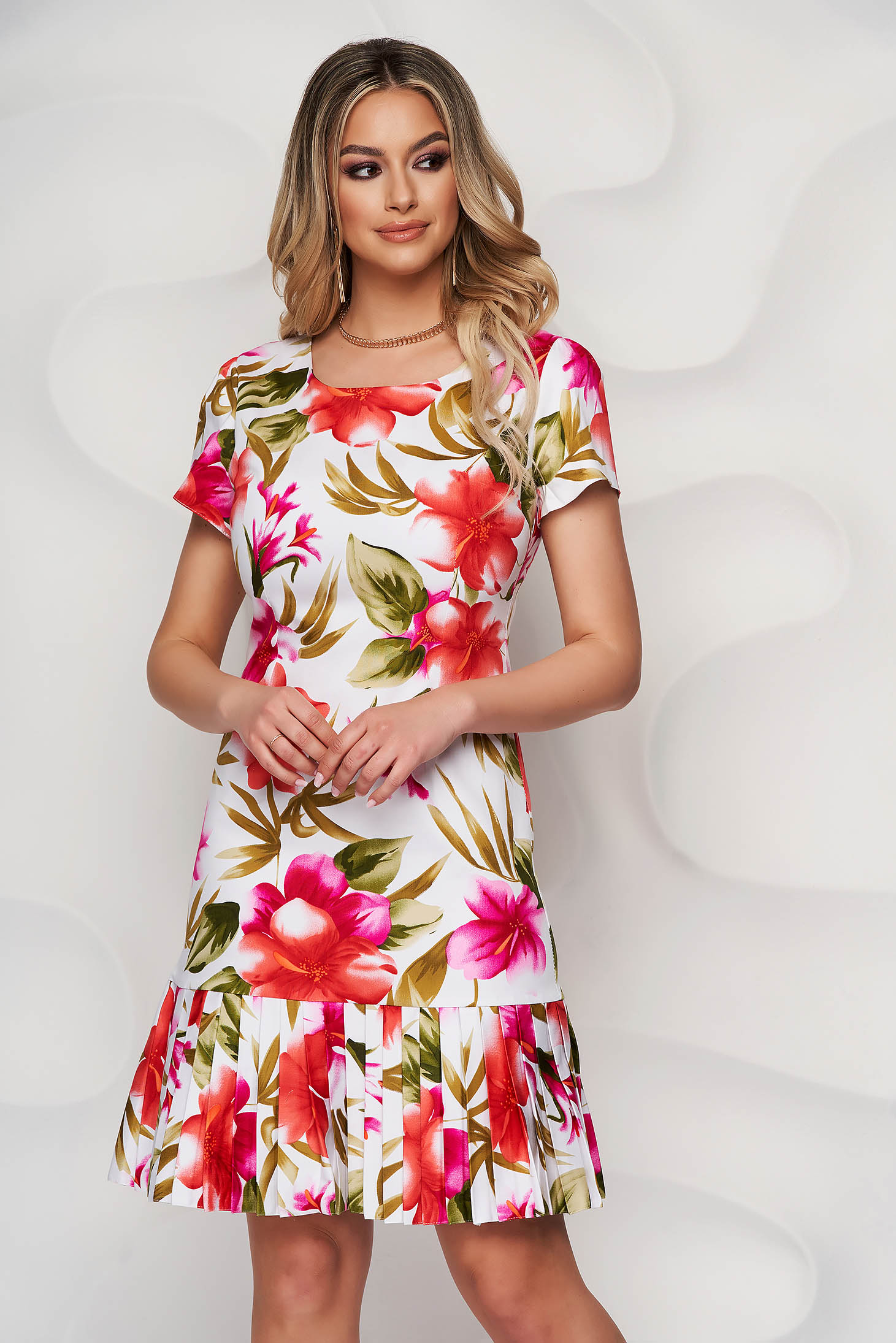White dress with rounded cleavage with floral print pleats of material midi