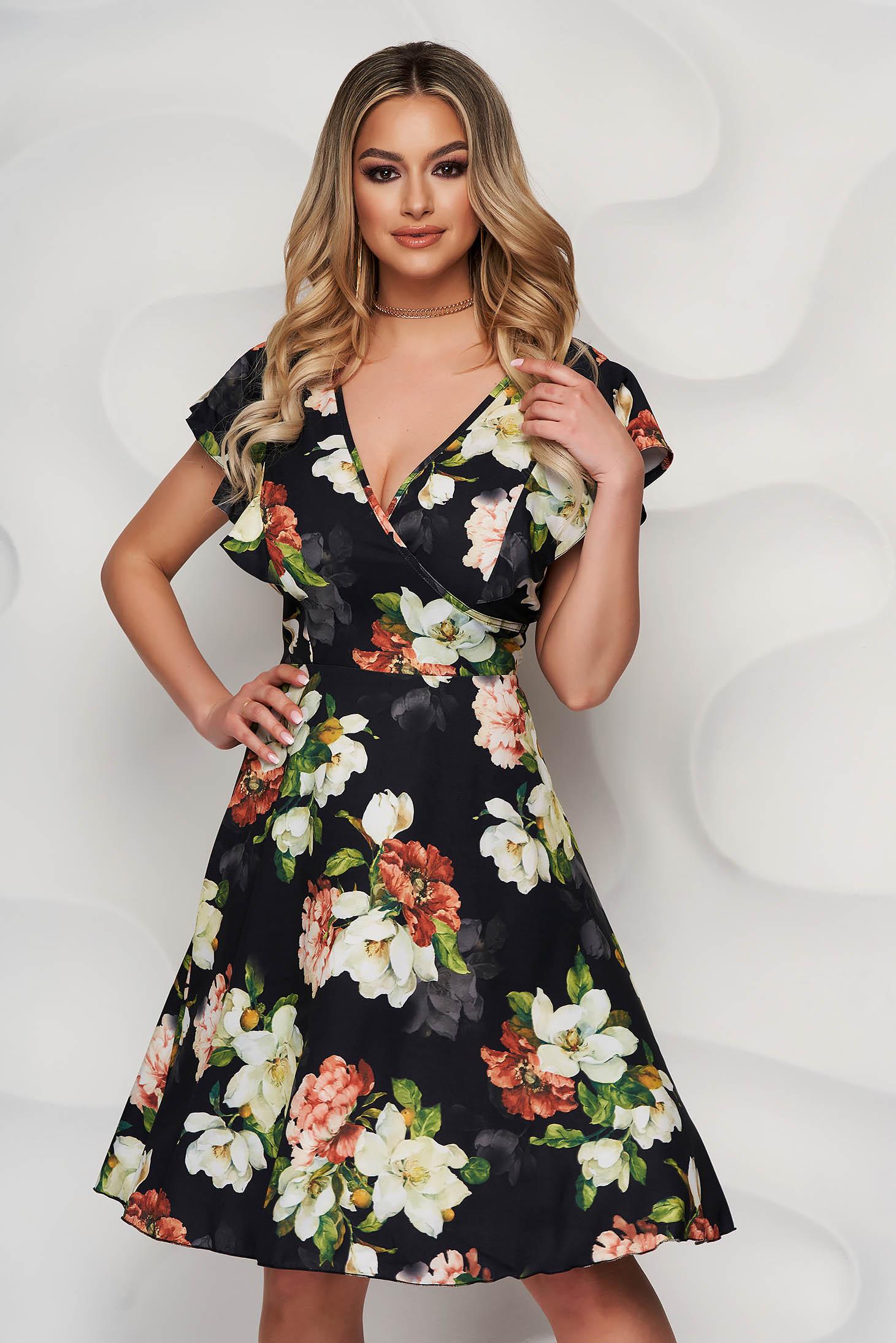 Fekete virágmintás fodros harang tipusú ruha