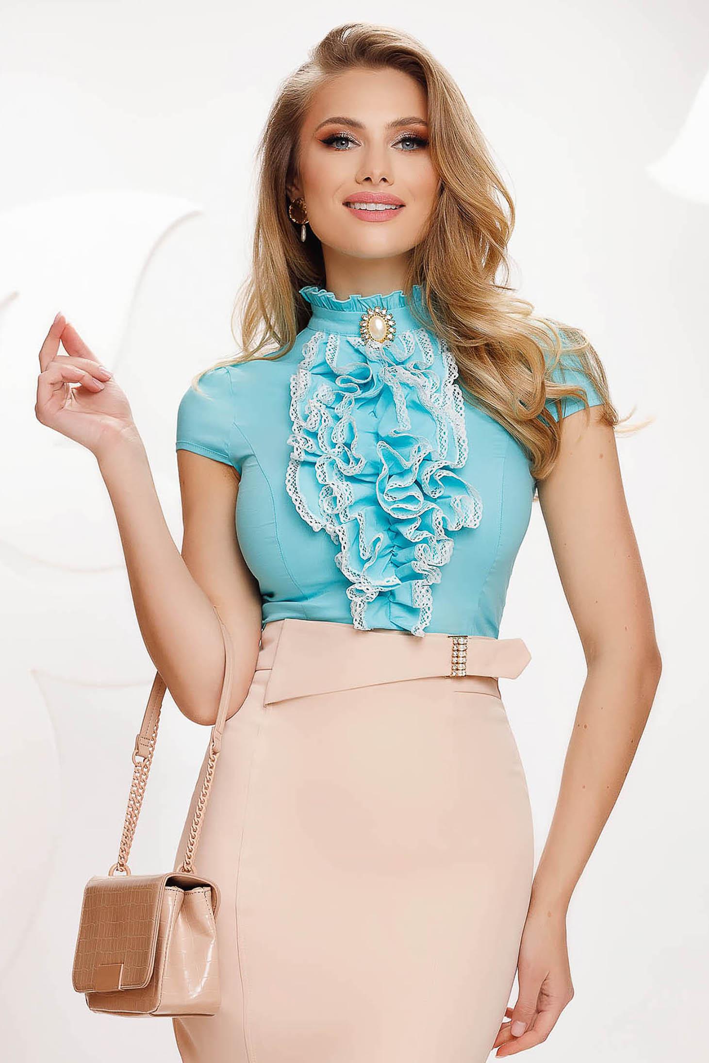 Kék fodros női ing rövid ujjakkal