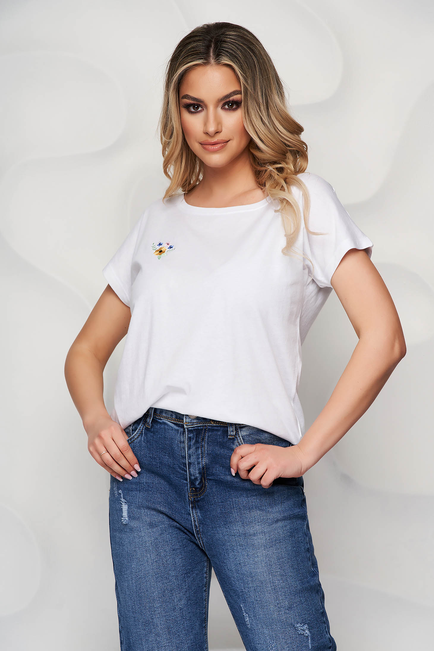 Tricou StarShinerS alb din bumbac usor elastic cu croi larg si broderie florala