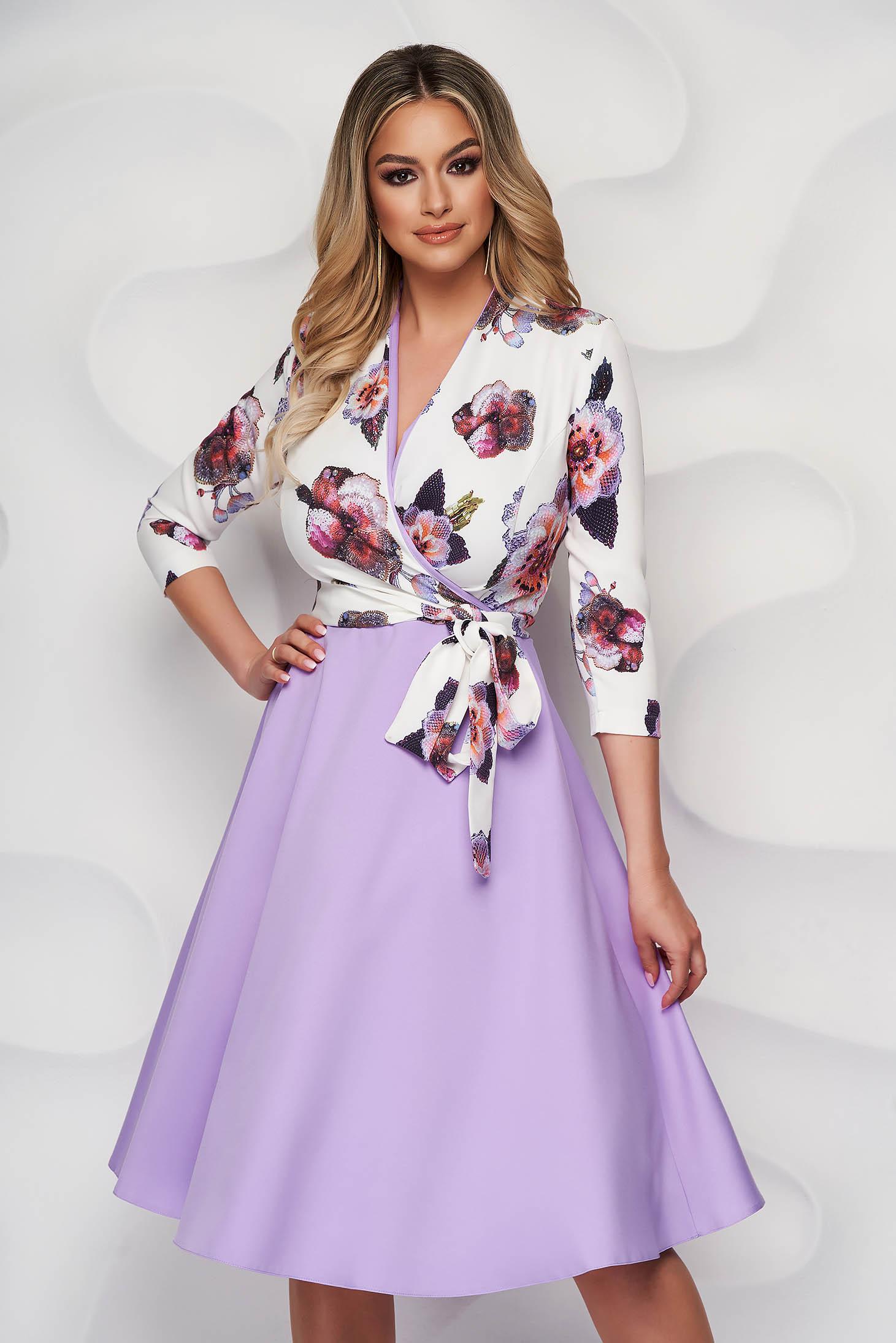 Rochie StarShinerS eleganta lila midi in clos cu decolteu petrecut din material fluid cu imprimeu floral
