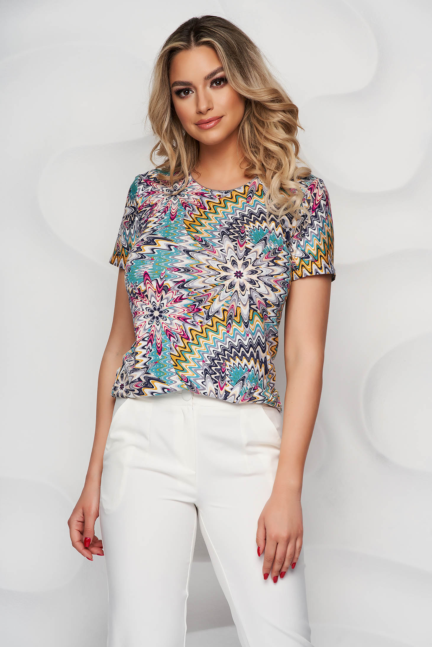 With floral print from elastic and fine fabric tented women`s blouse