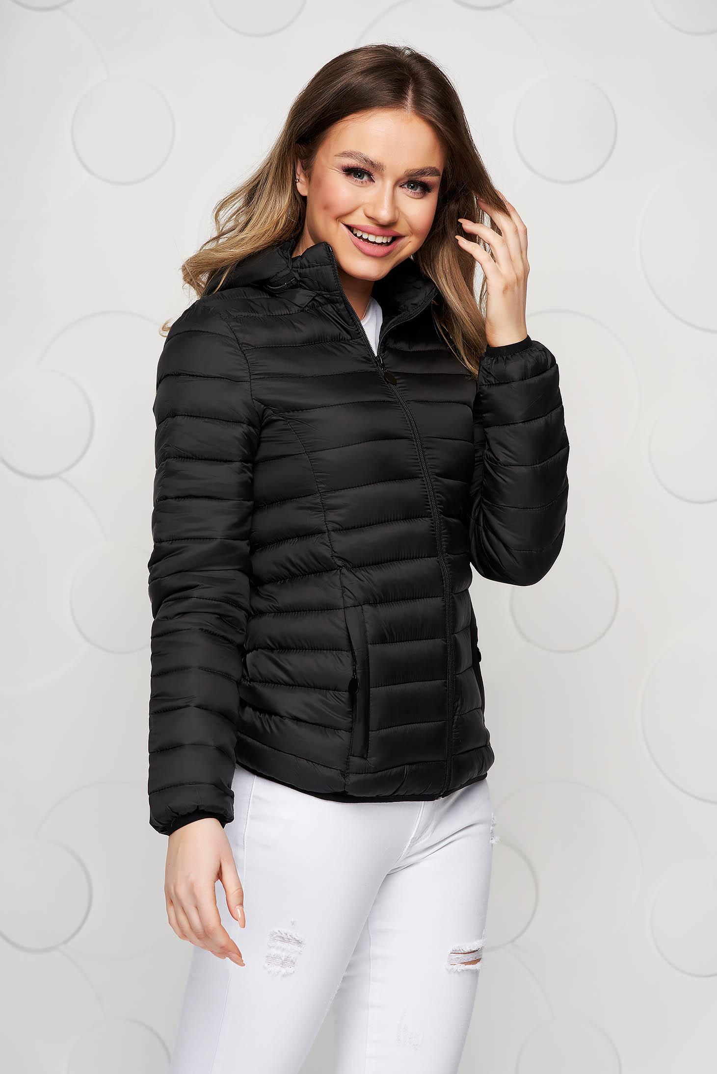 Fekete cipzárral zárható füss dzseki