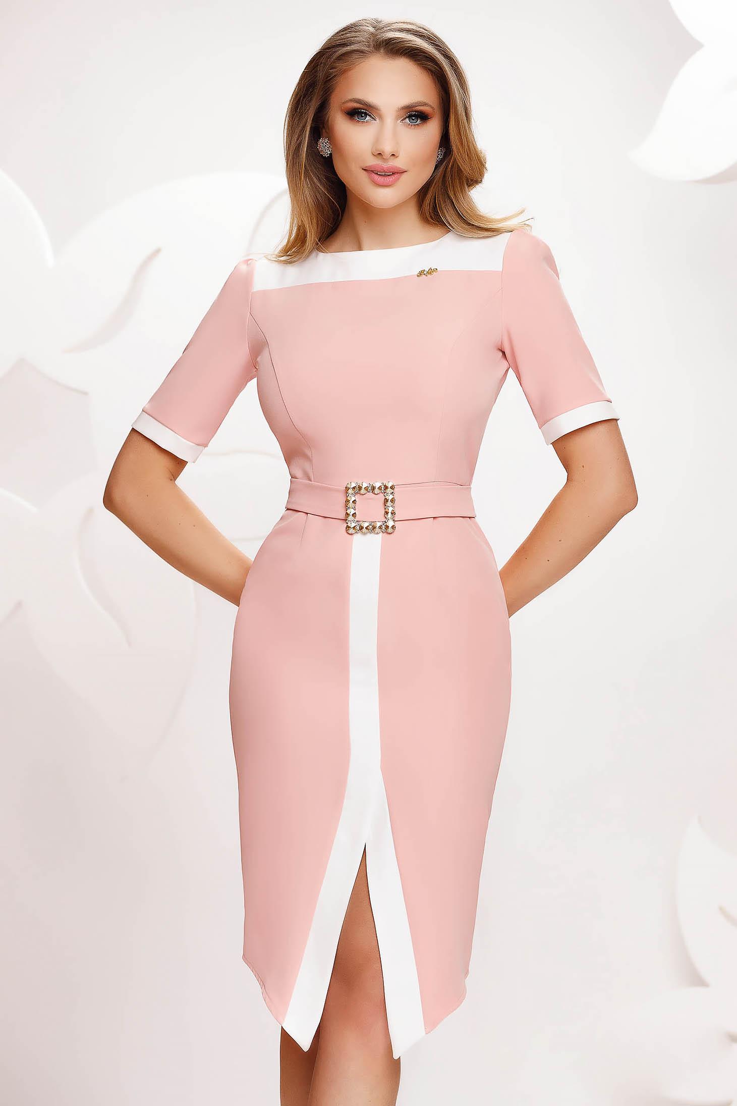 Rochie Fofy roz deschis eleganta crapata pe picior cu un cordon cu catarama