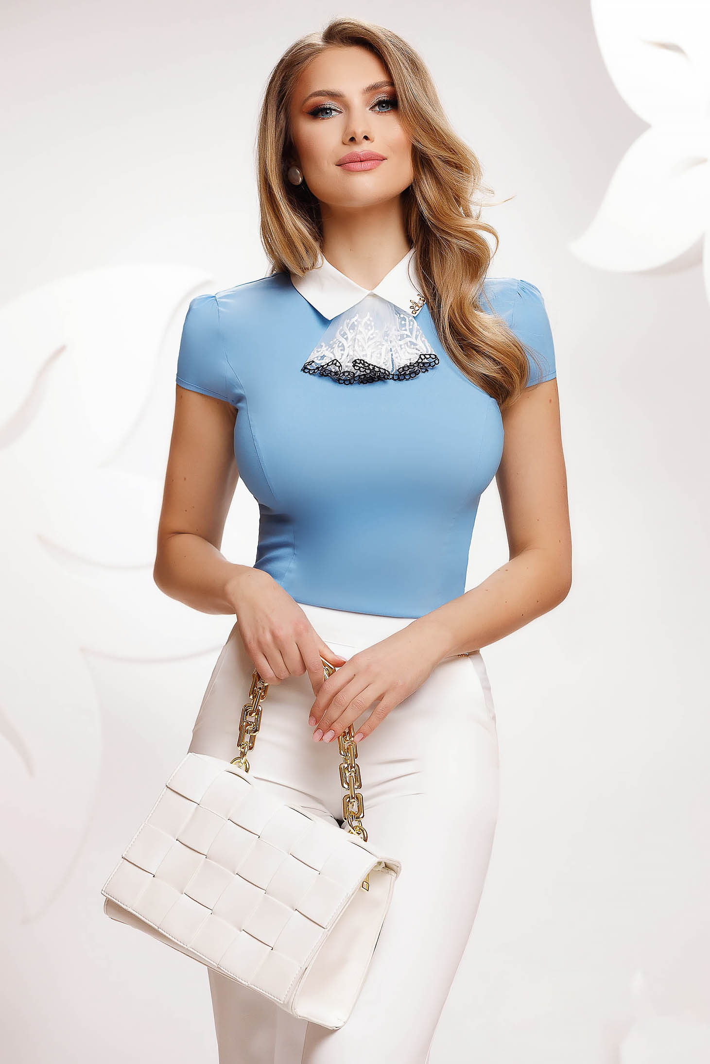 Camasa dama Fofy albastra din bumbac office cambrata cu jabou din dantela detasabil
