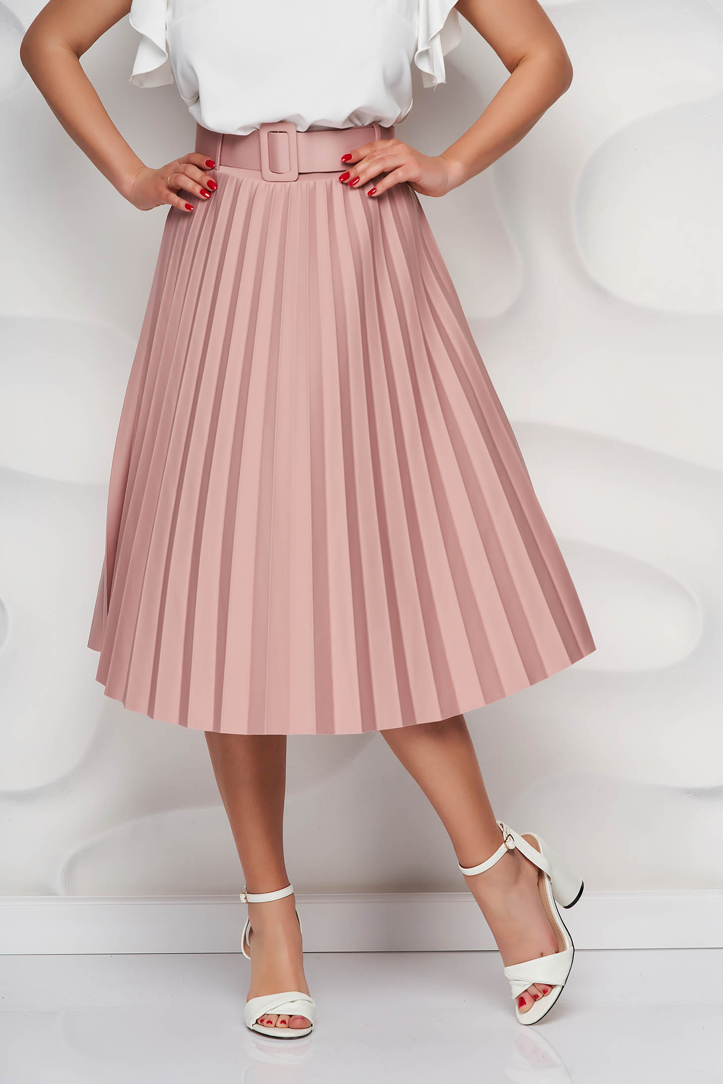 Lightpink skirt cloche accessorized with belt slightly elastic fabric folded up