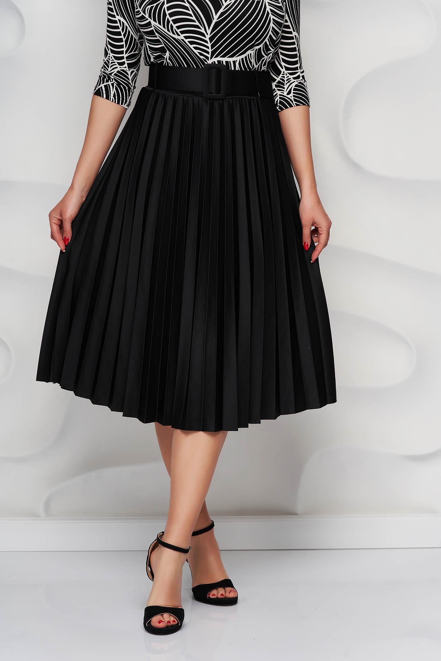 Fusta SunShine neagra plisata in clos din material usor elastic cu accesoriu tip curea