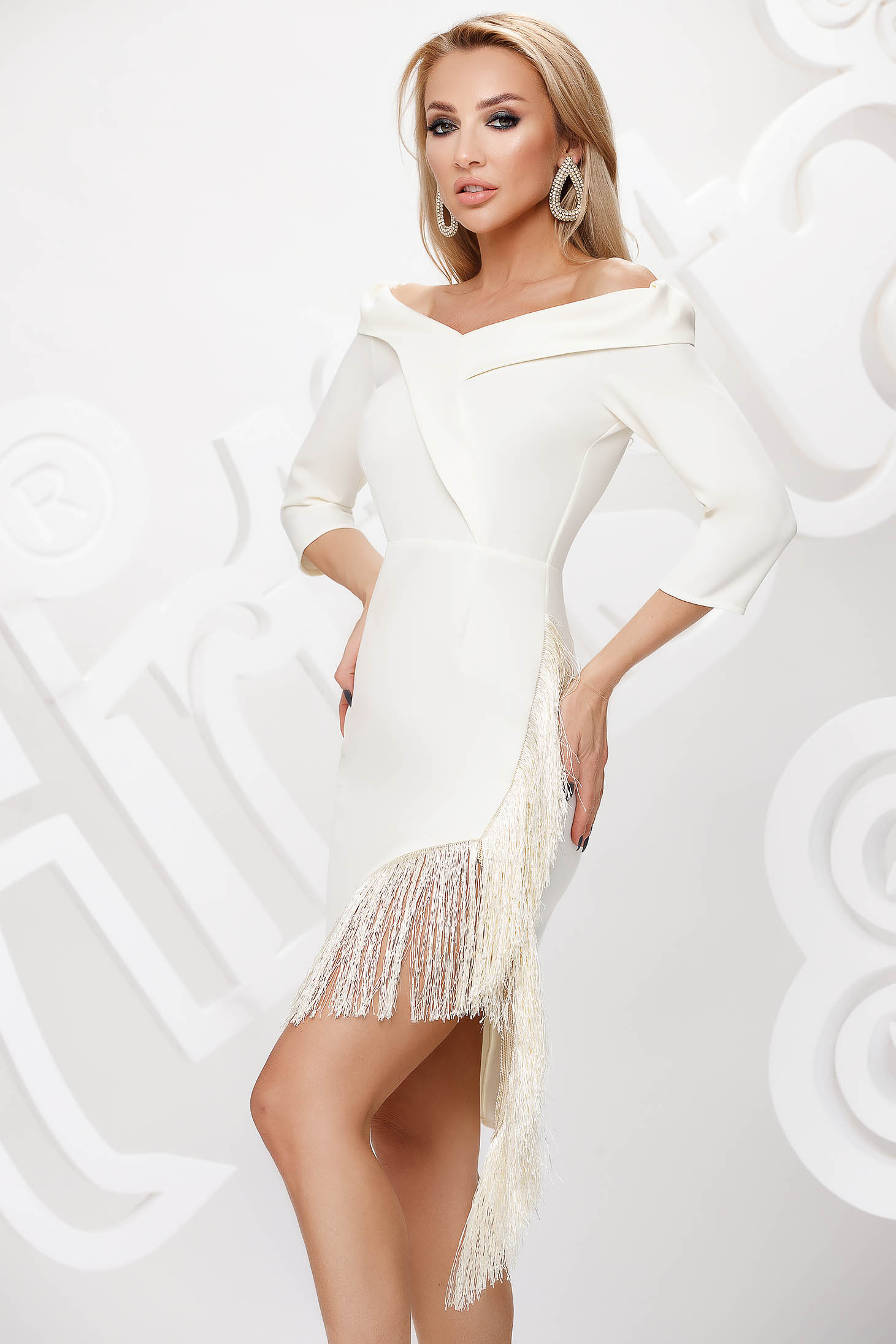Ivory dress short cut occasional asymmetrical on the shoulders from elastic fabric fringes
