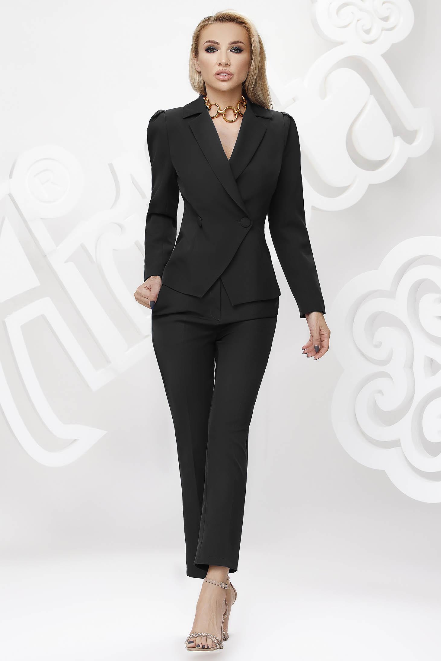 Fekete irodai női kosztüm