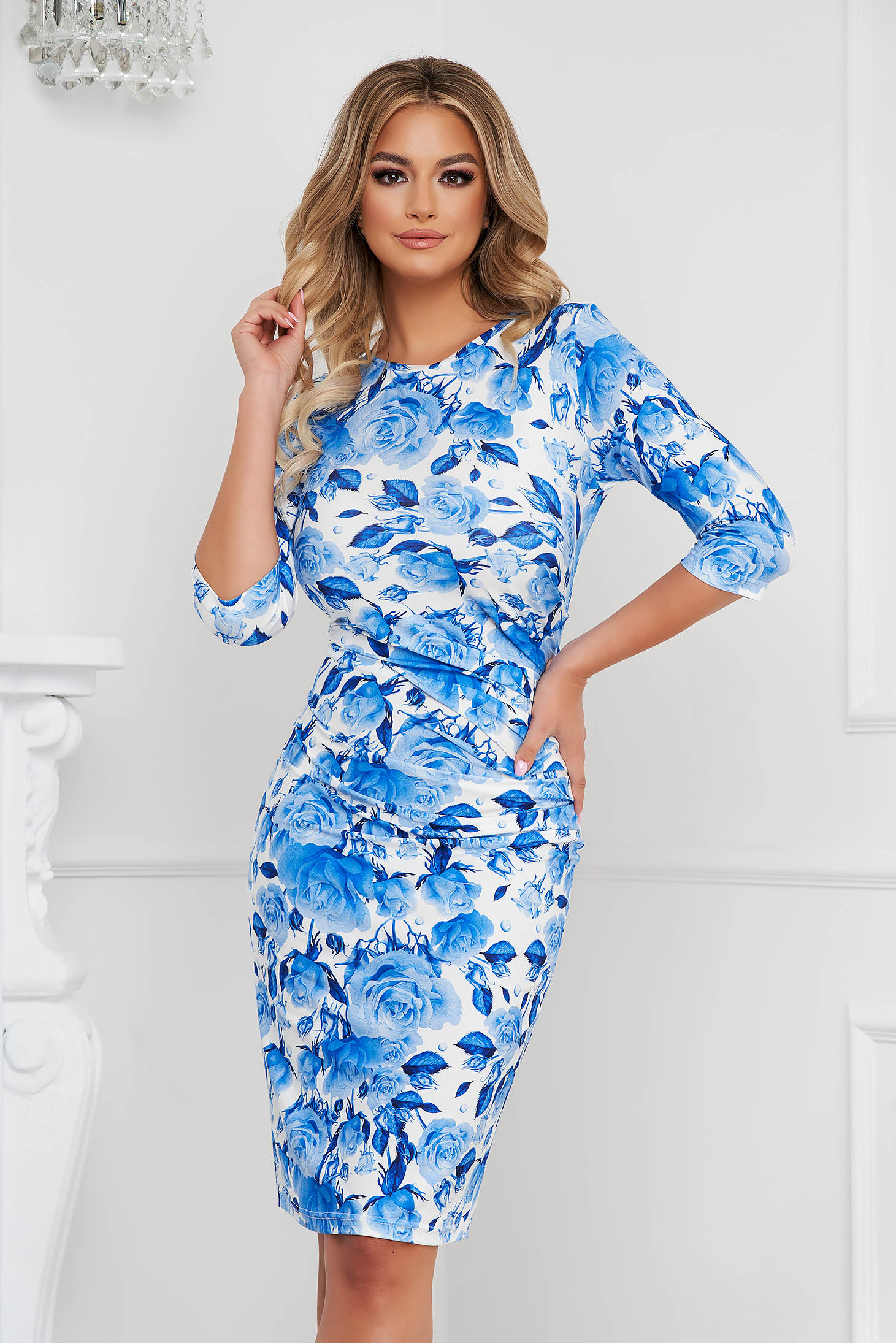 Rochie StarShinerS office midi tip creion din material elastic usor incretit in lateral si imprimeu floral unic